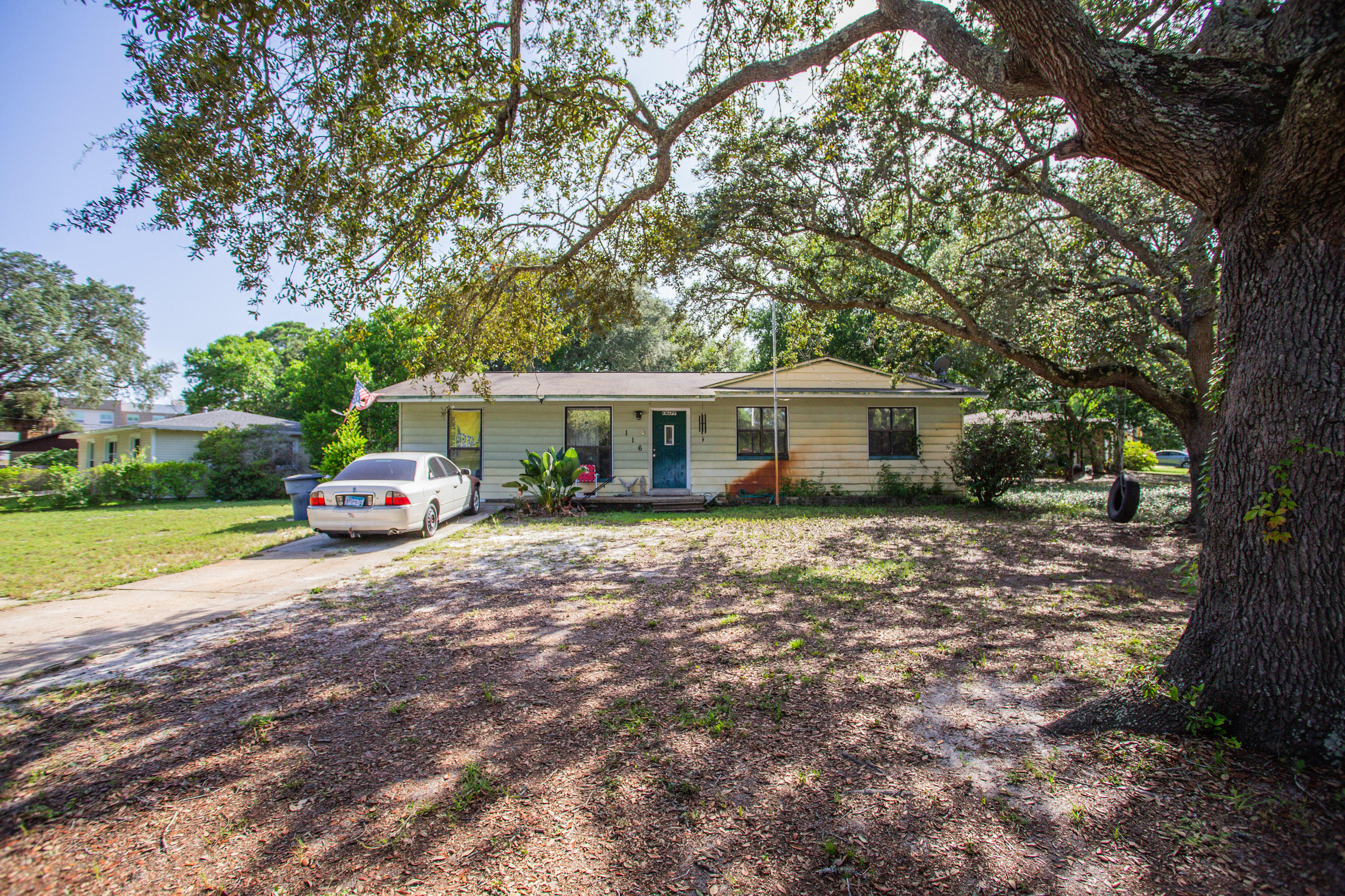Photo of home for sale at 116 Cowrie, Fort Walton Beach FL