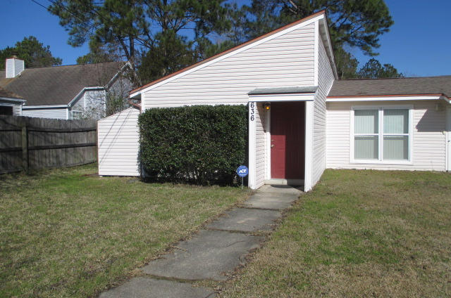 Photo of home for sale at 636 Carnathan, Fort Walton Beach FL