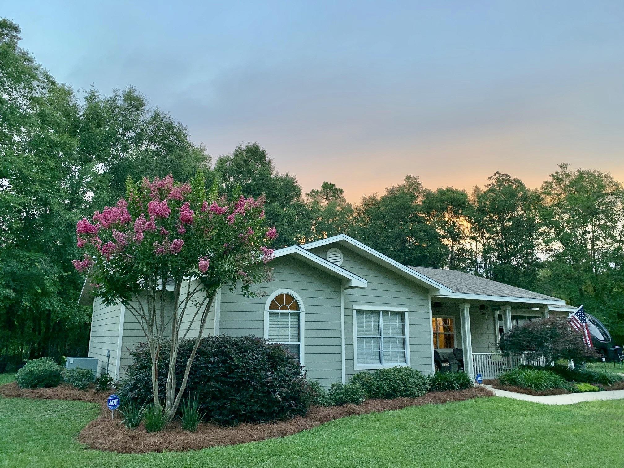 Photo of home for sale at 217 Jim Garrett, Defuniak Springs FL