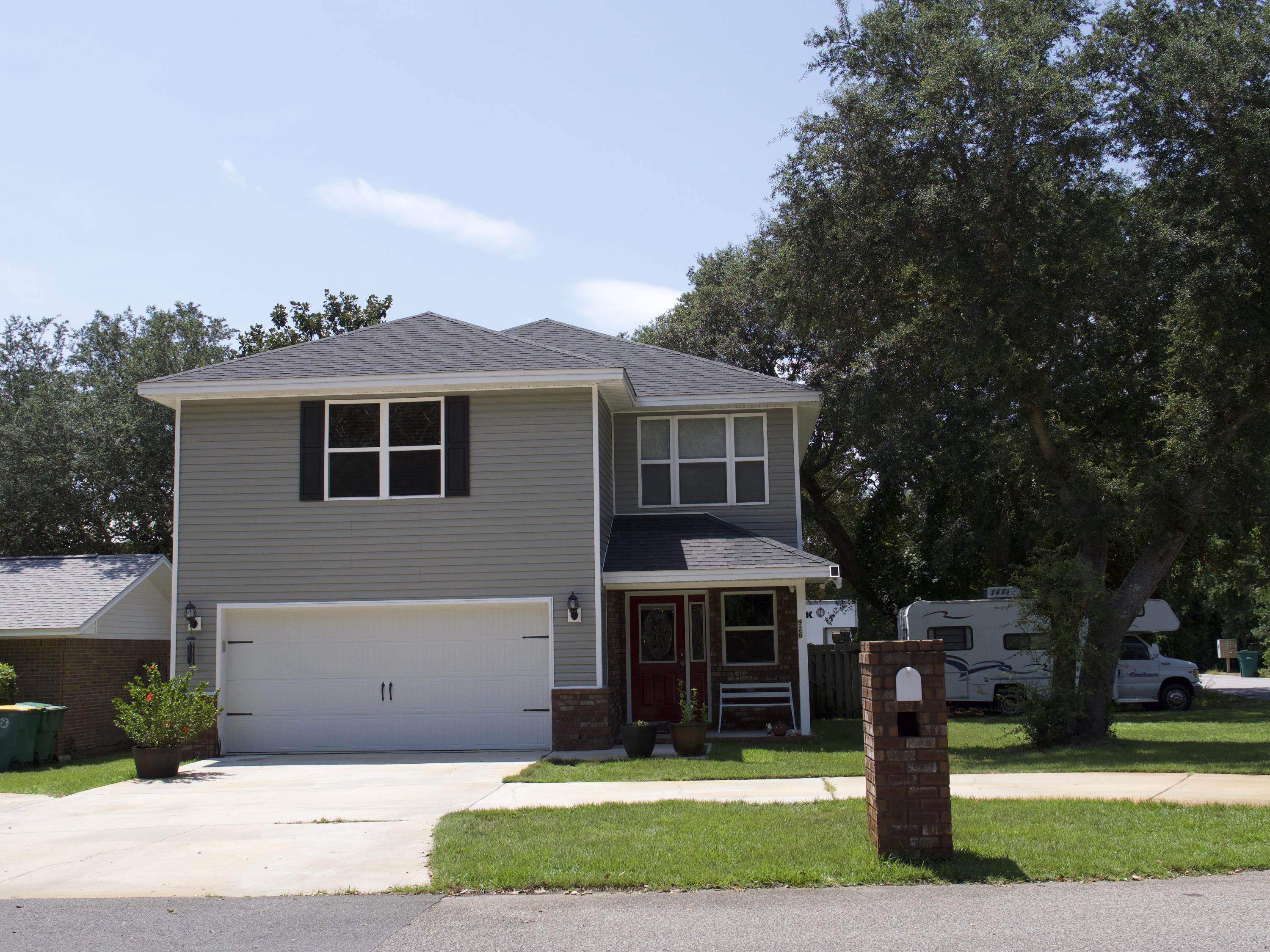 Photo of home for sale at 926 Lois, Fort Walton Beach FL