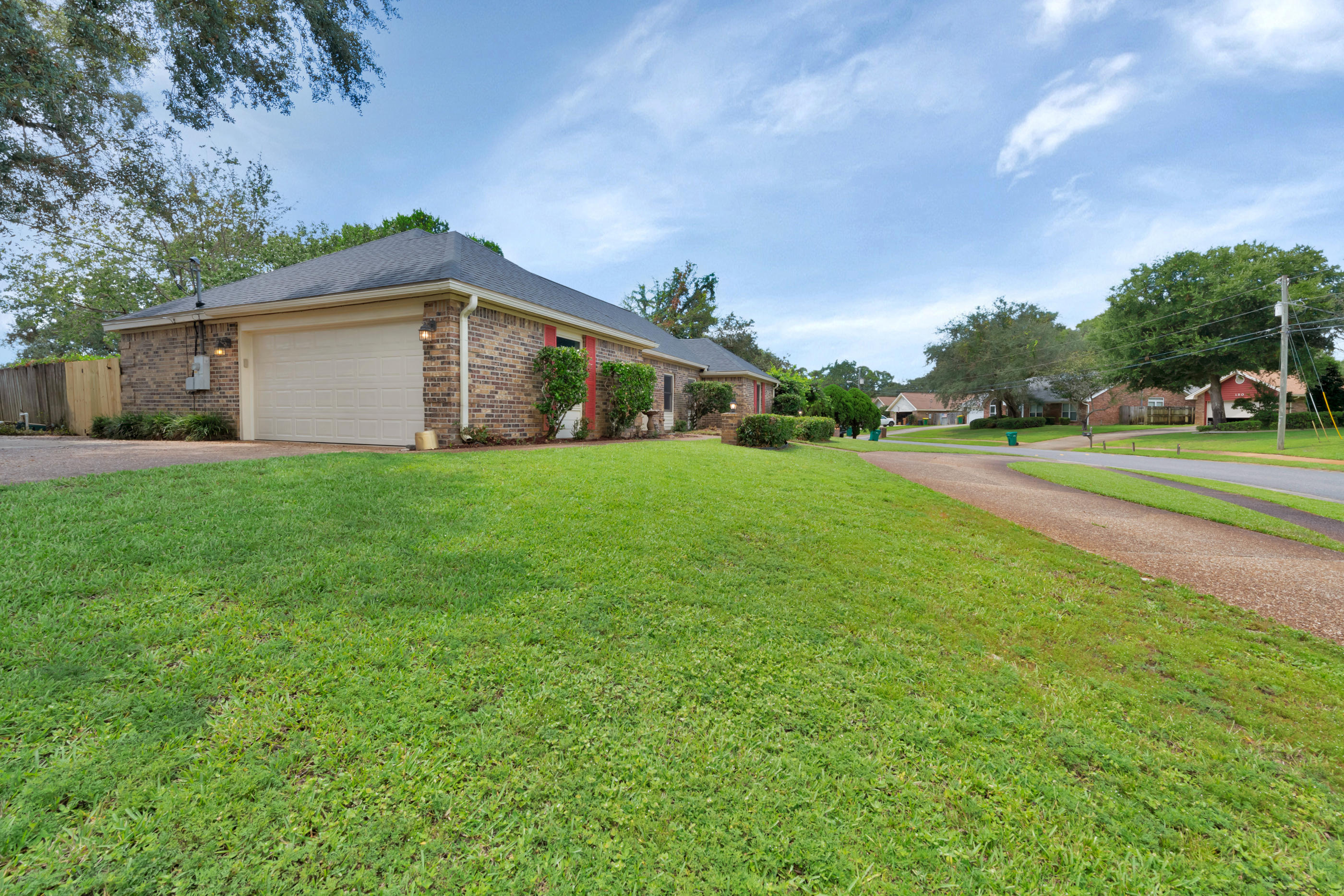 Photo of home for sale at 153 Scottsdale, Mary Esther FL