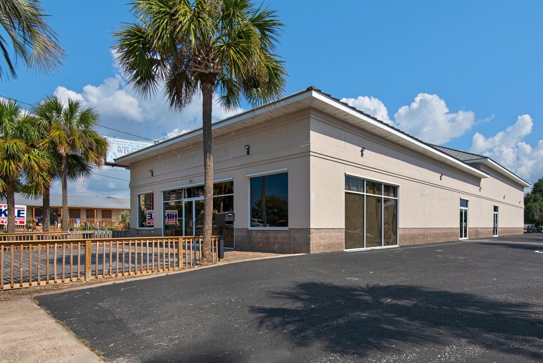 Photo of home for sale at 111 Harbor, Destin FL