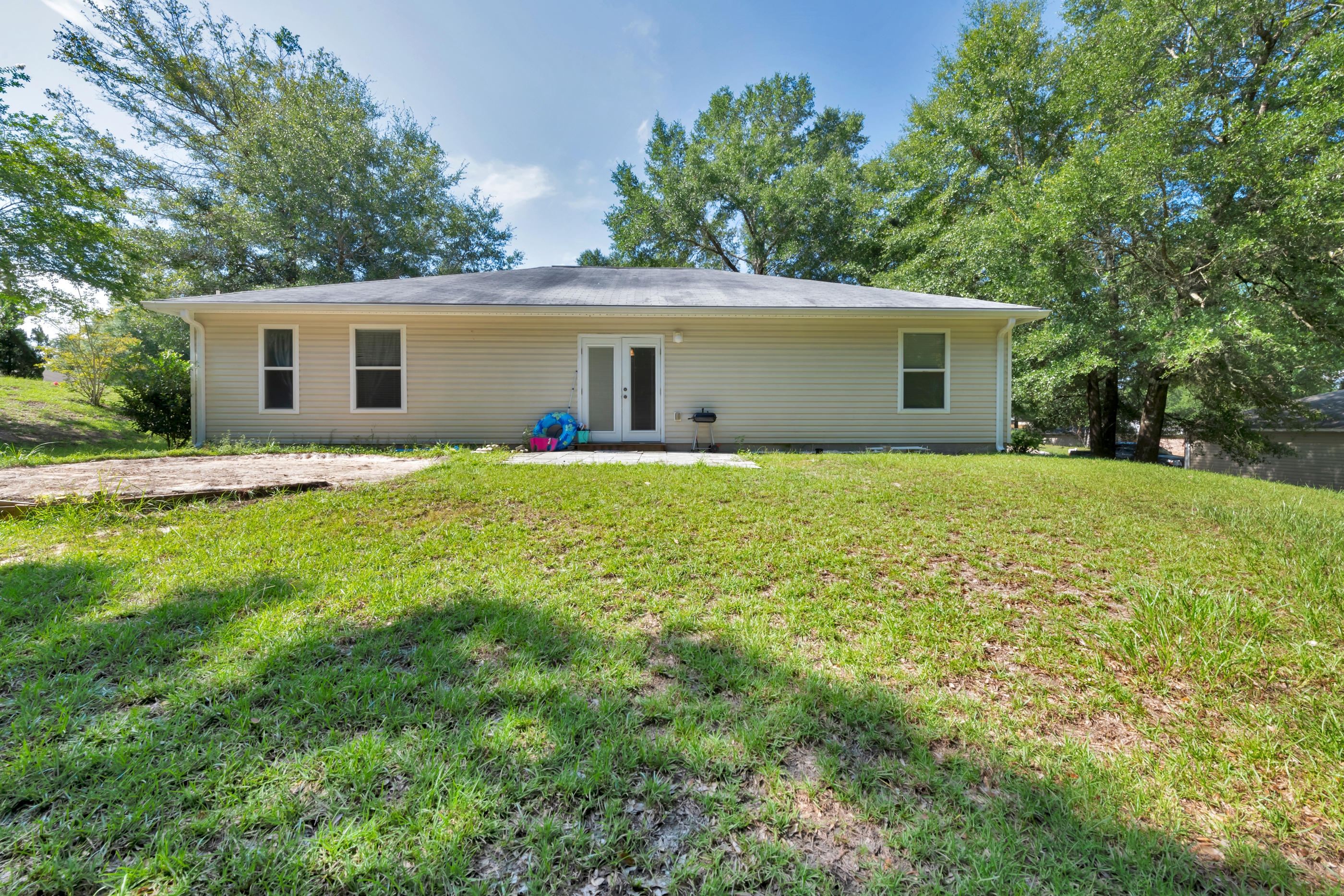 Photo of home for sale at 124 Cabana, Crestview FL