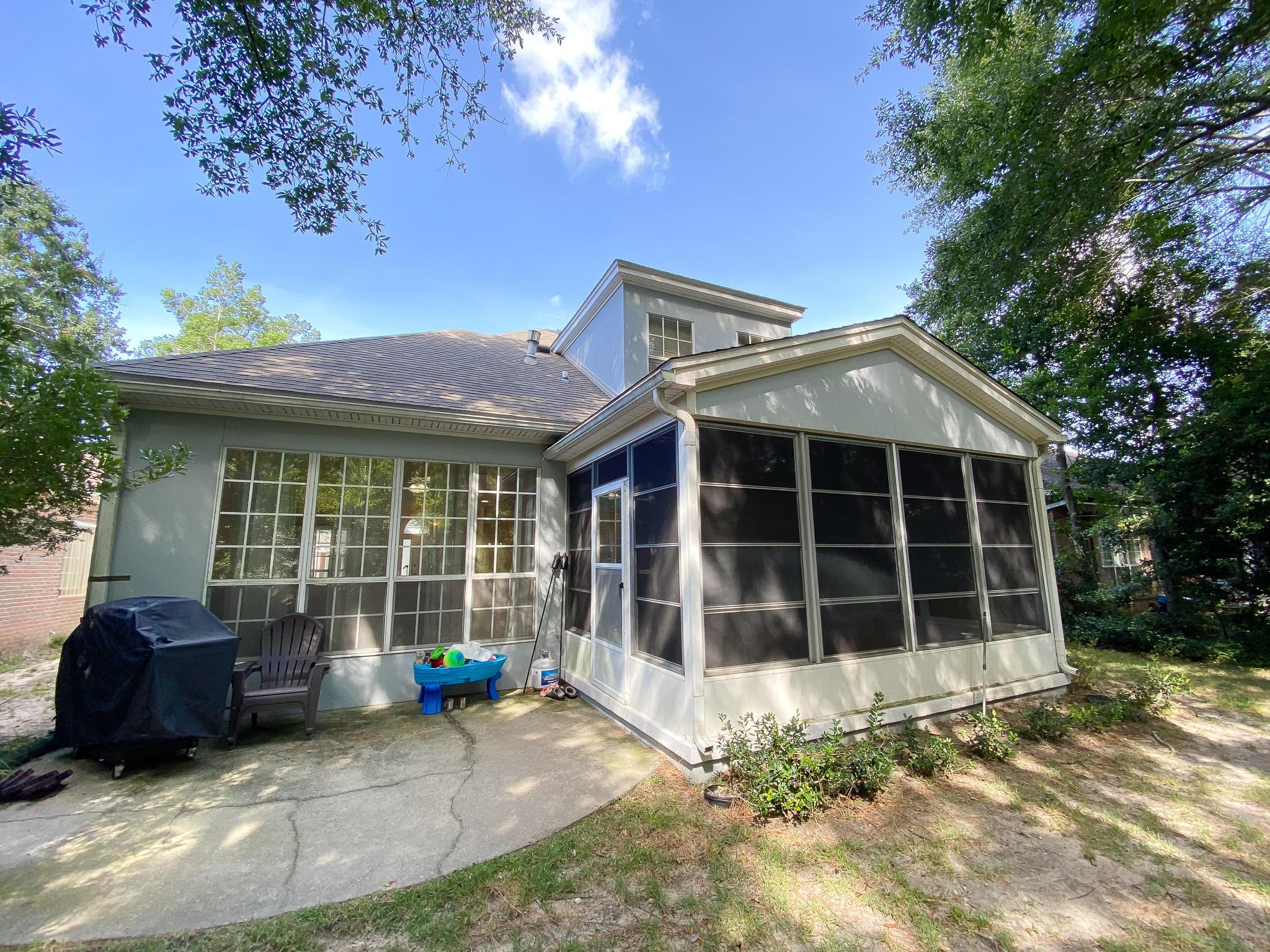 Photo of home for sale at 1483 Oakmont, Niceville FL