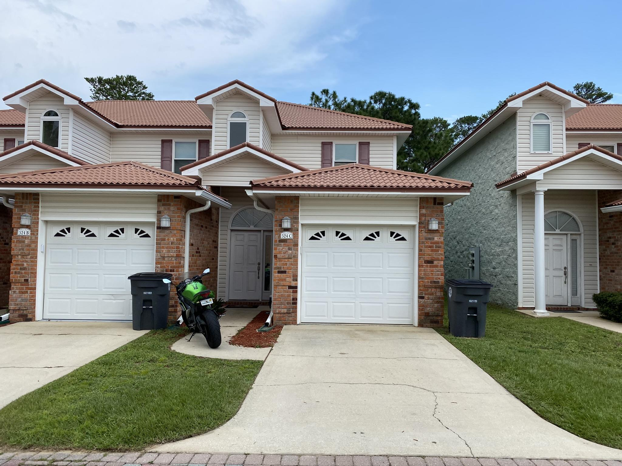 Photo of home for sale at 524 Valpariso Parkway, Valparaiso FL