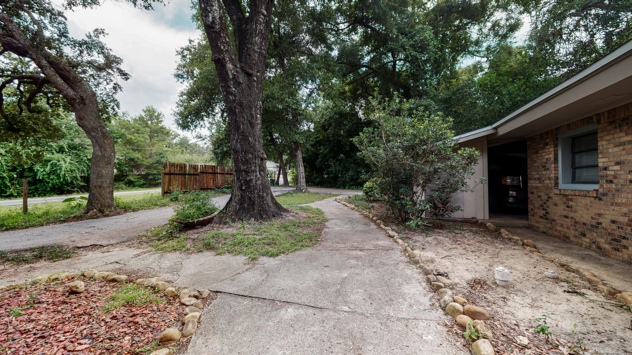 Photo of home for sale at 401 Redwood, Niceville FL