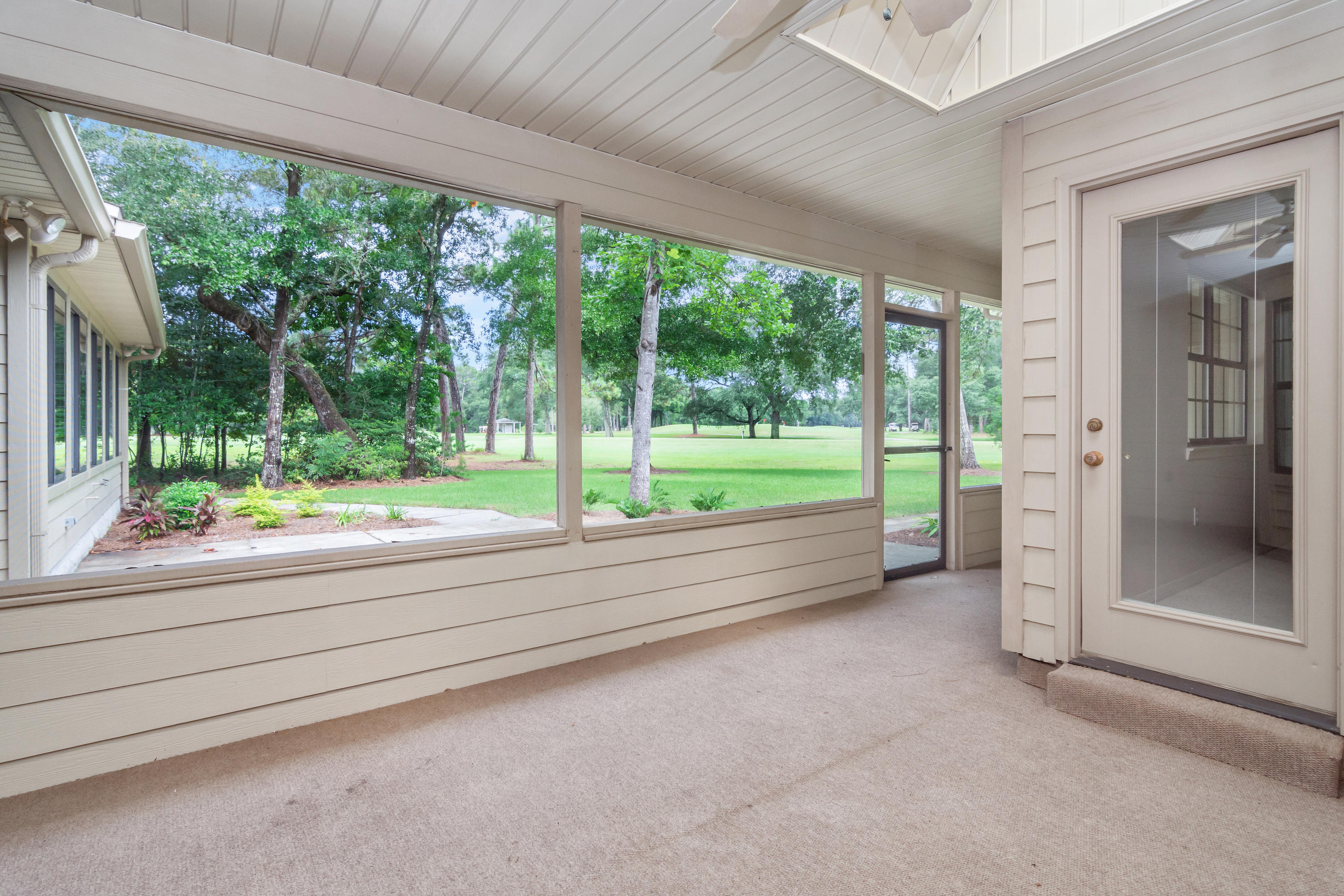 Photo of home for sale at 1055 Forest, Niceville FL