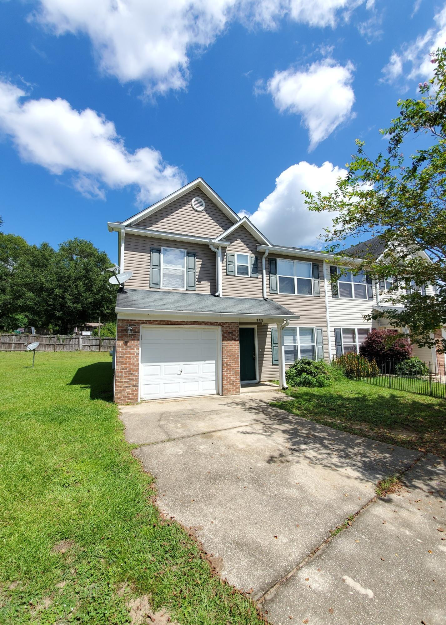 Photo of home for sale at 333 Dahlquist, Crestview FL