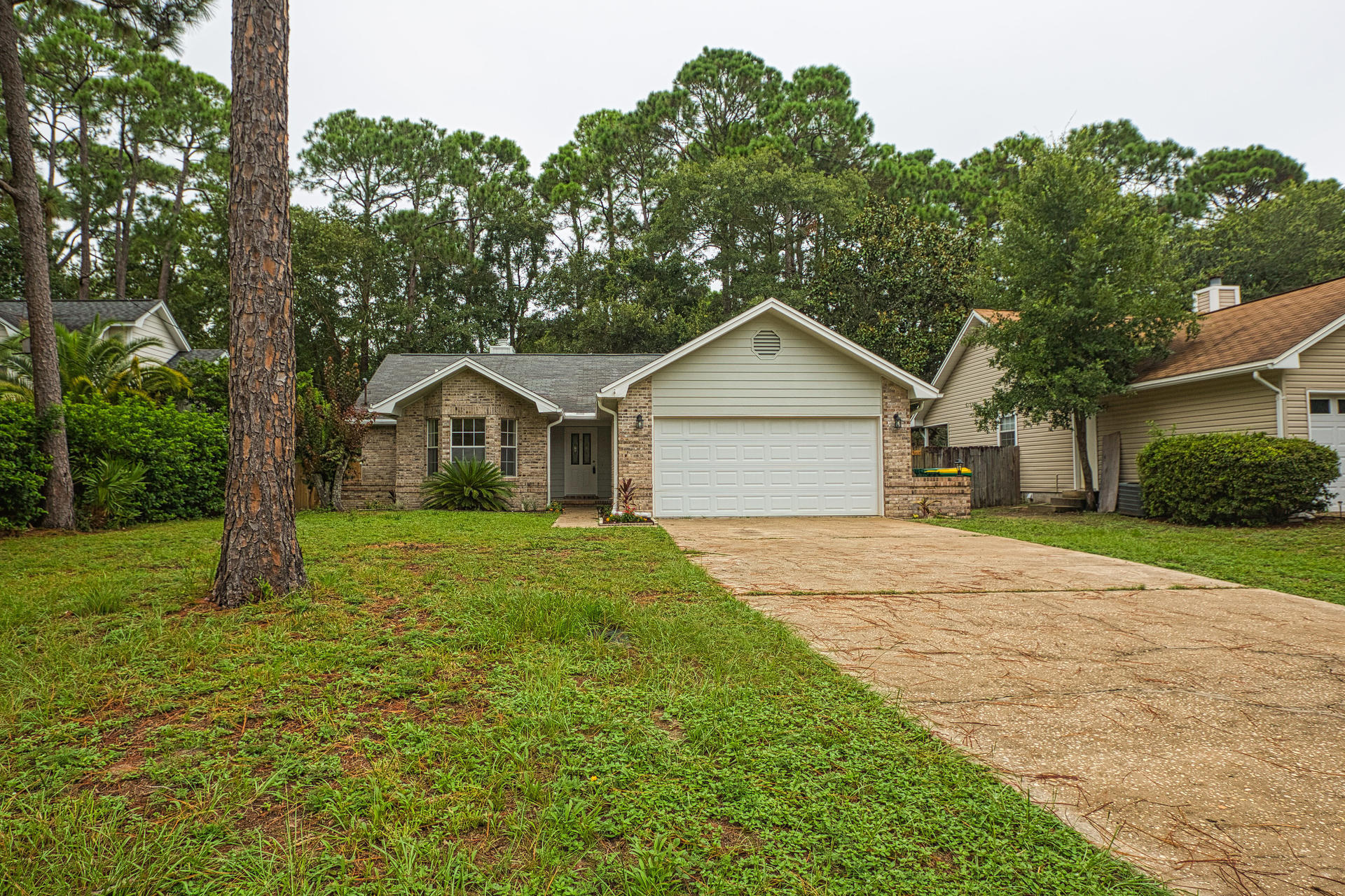 Photo of home for sale at 1856 Bayshore, Niceville FL