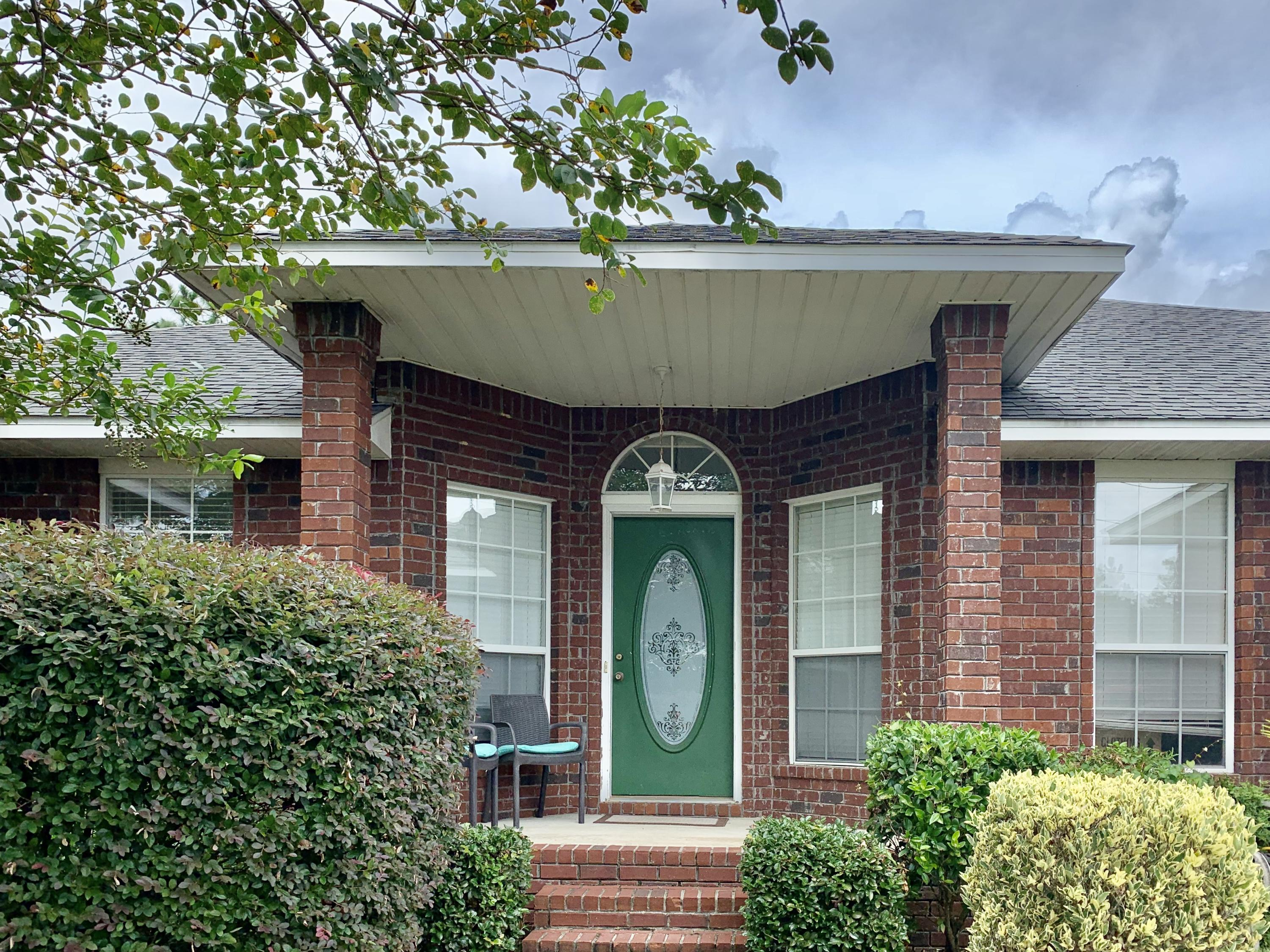 Photo of home for sale at 421 Swift Fox, Crestview FL