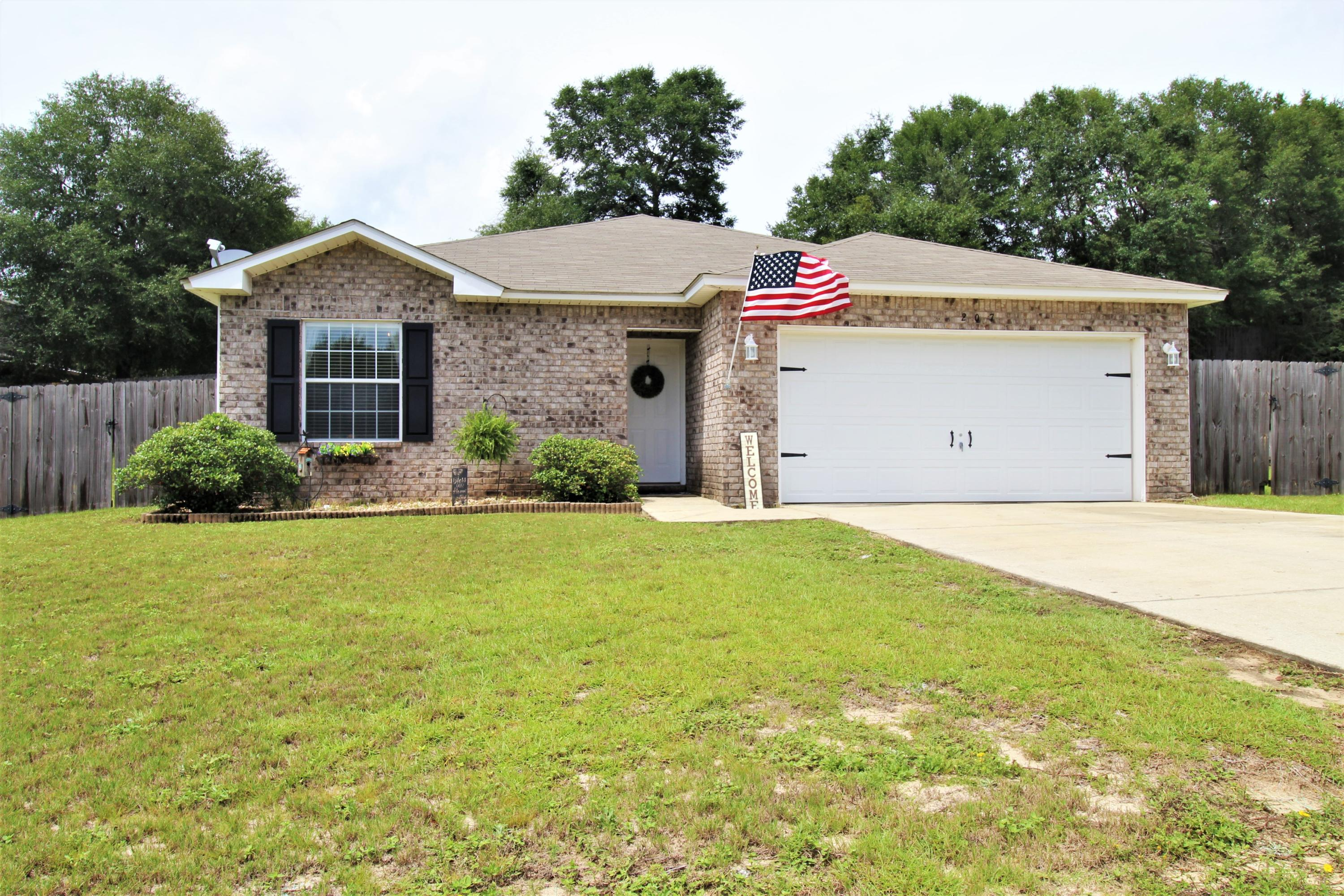 Photo of home for sale at 207 Cabana, Crestview FL
