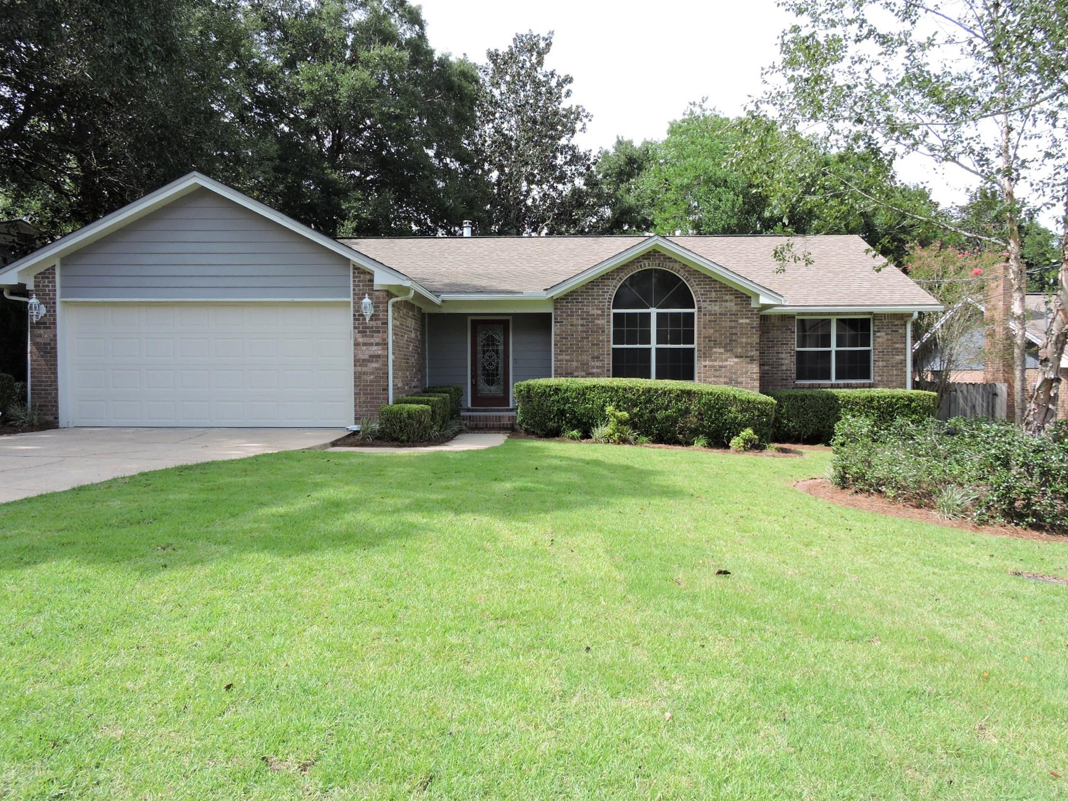Photo of home for sale at 1230 Rhonda, Niceville FL