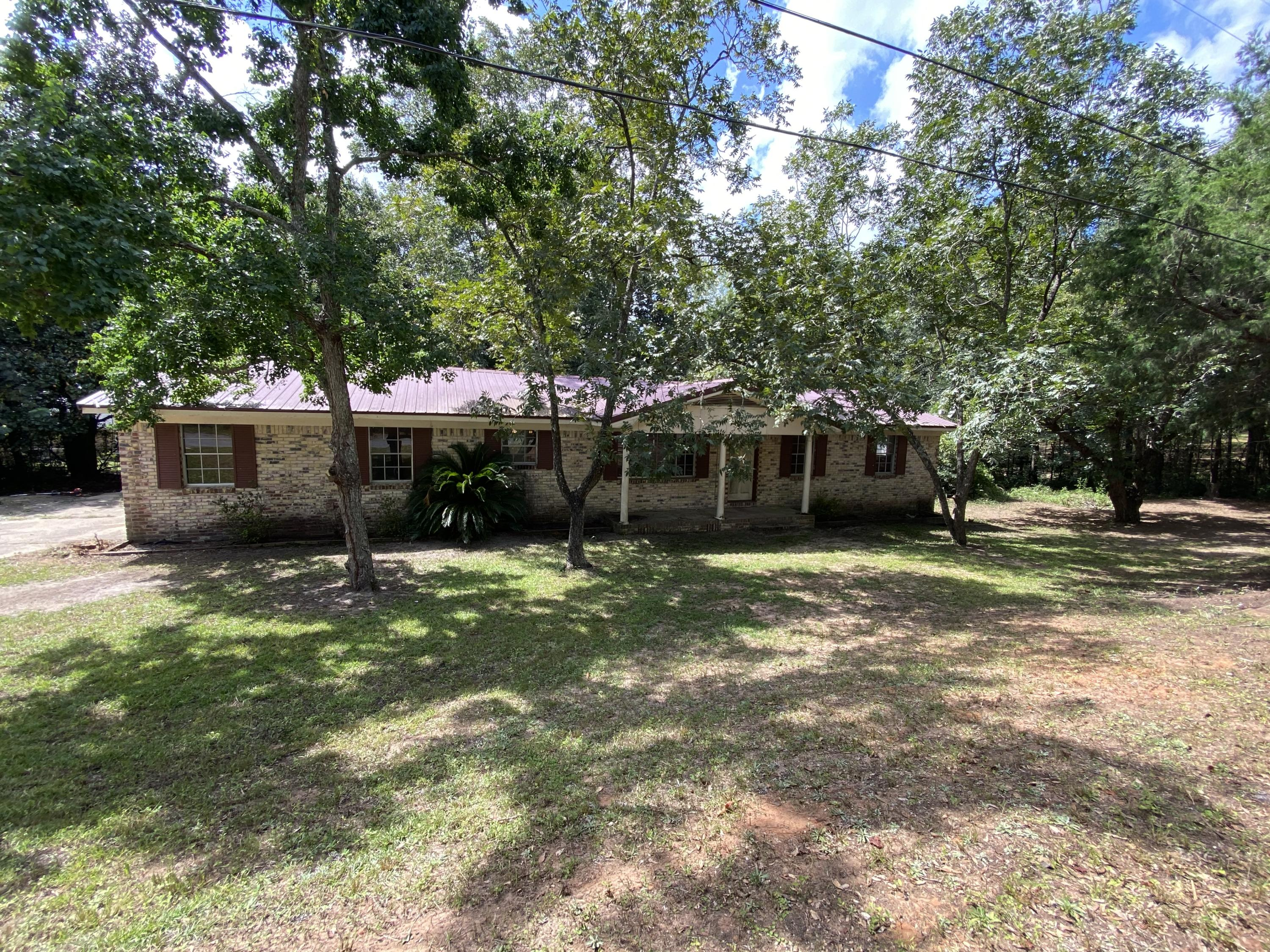 Photo of home for sale at 156 Lindberg, Crestview FL