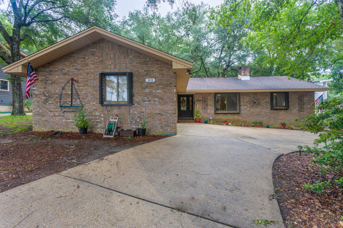 Photo of home for sale at 2428 Duncan Drive, Niceville FL