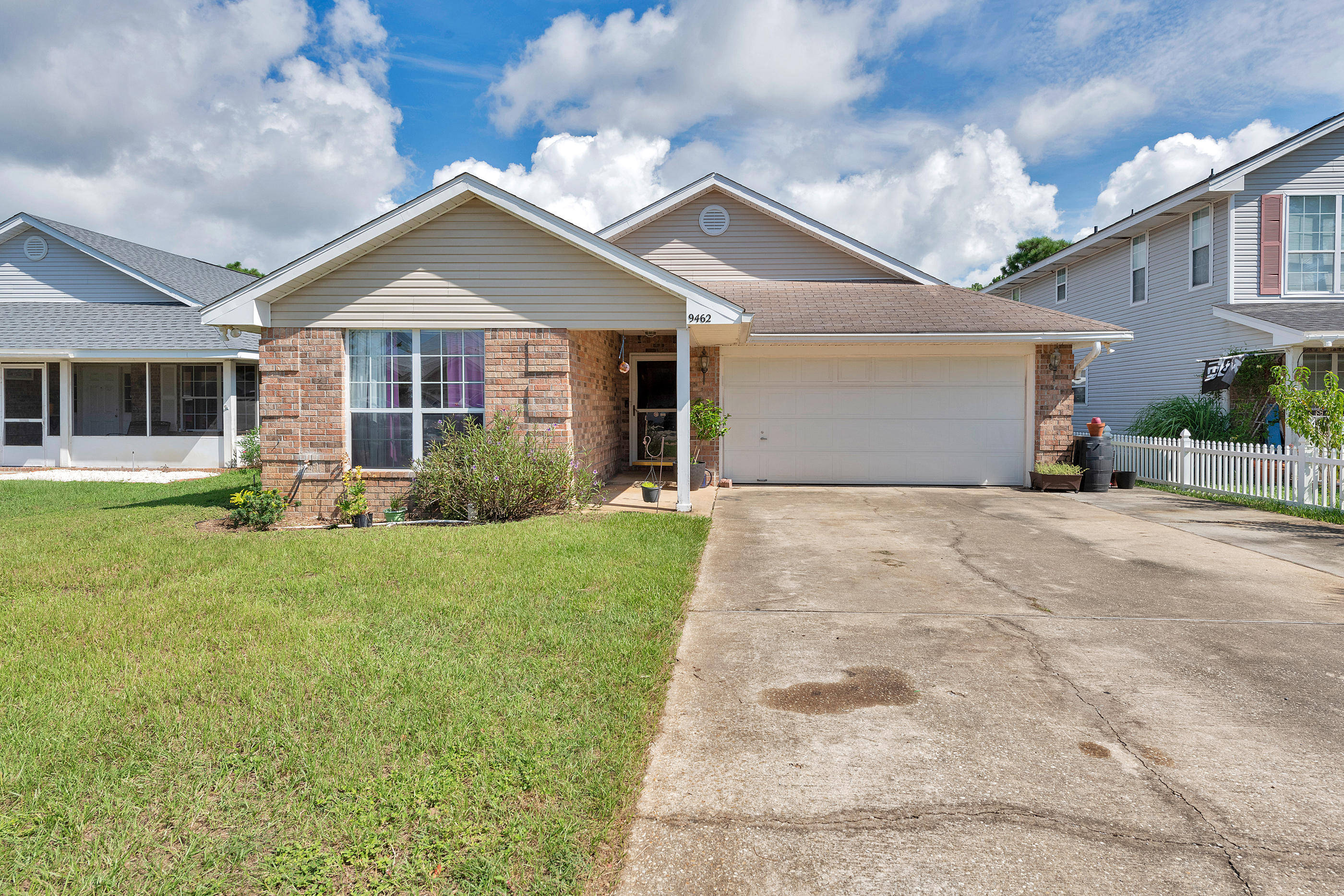 Photo of home for sale at 9462 Pine Lilly, Navarre FL