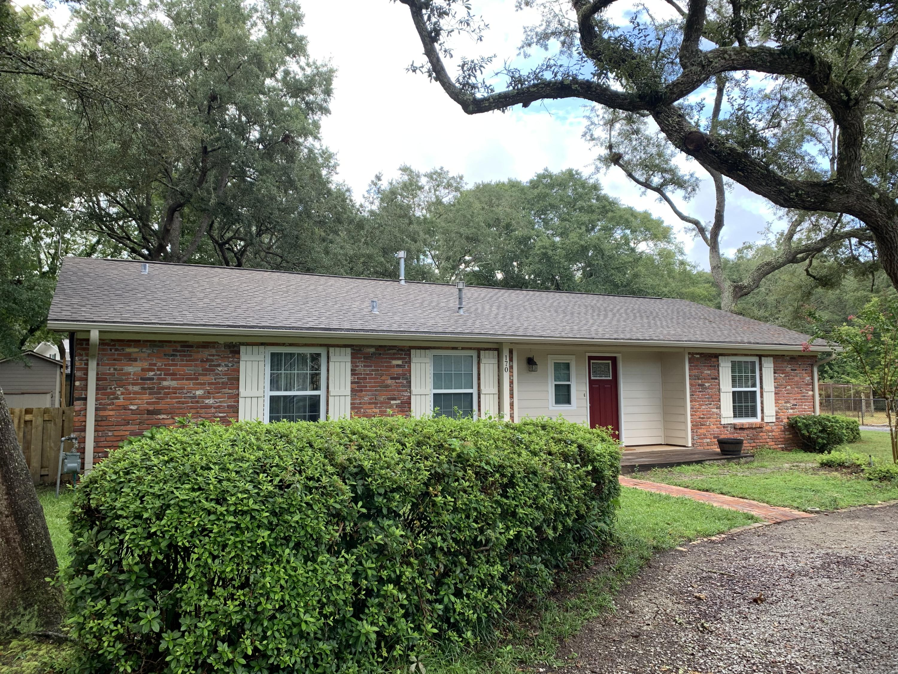 Photo of home for sale at 170 Grandview, Valparaiso FL