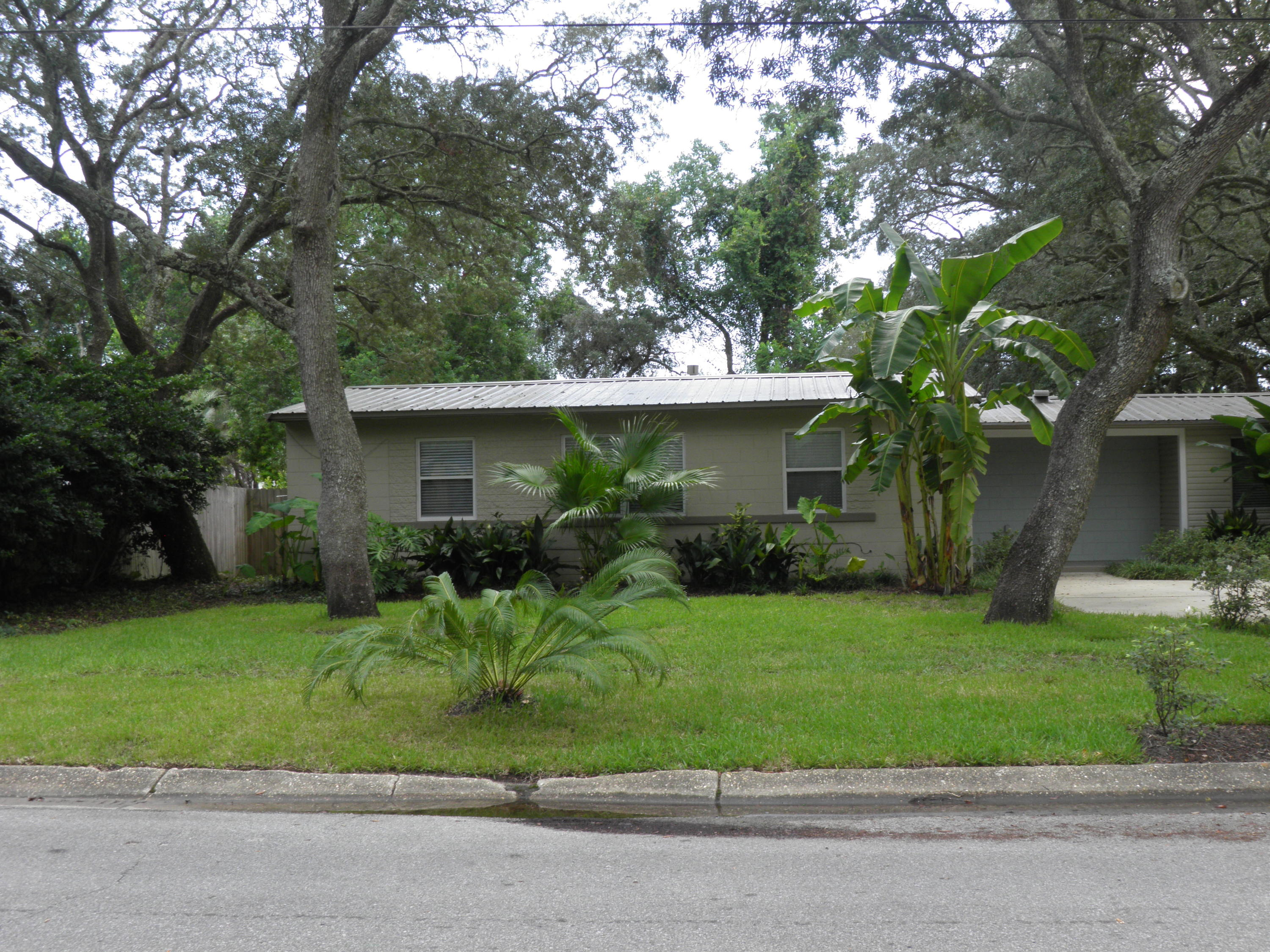 Photo of home for sale at 118 Merle, Fort Walton Beach FL