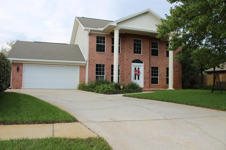 Photo of home for sale at 10024 Via Grande, Navarre FL