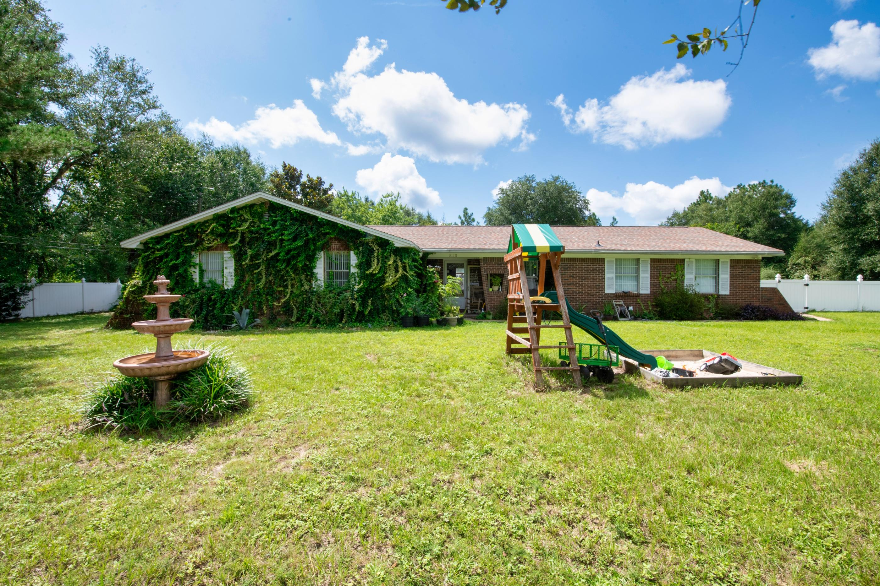Photo of home for sale at 3118 Skyline, Crestview FL