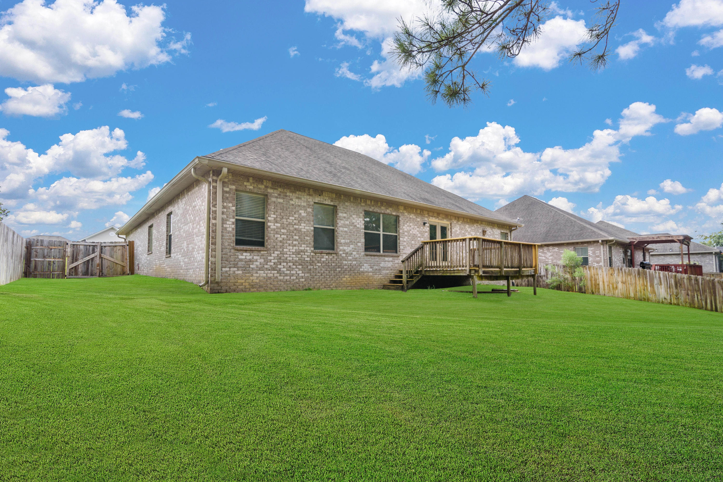 Photo of home for sale at 137 Crab Apple, Crestview FL
