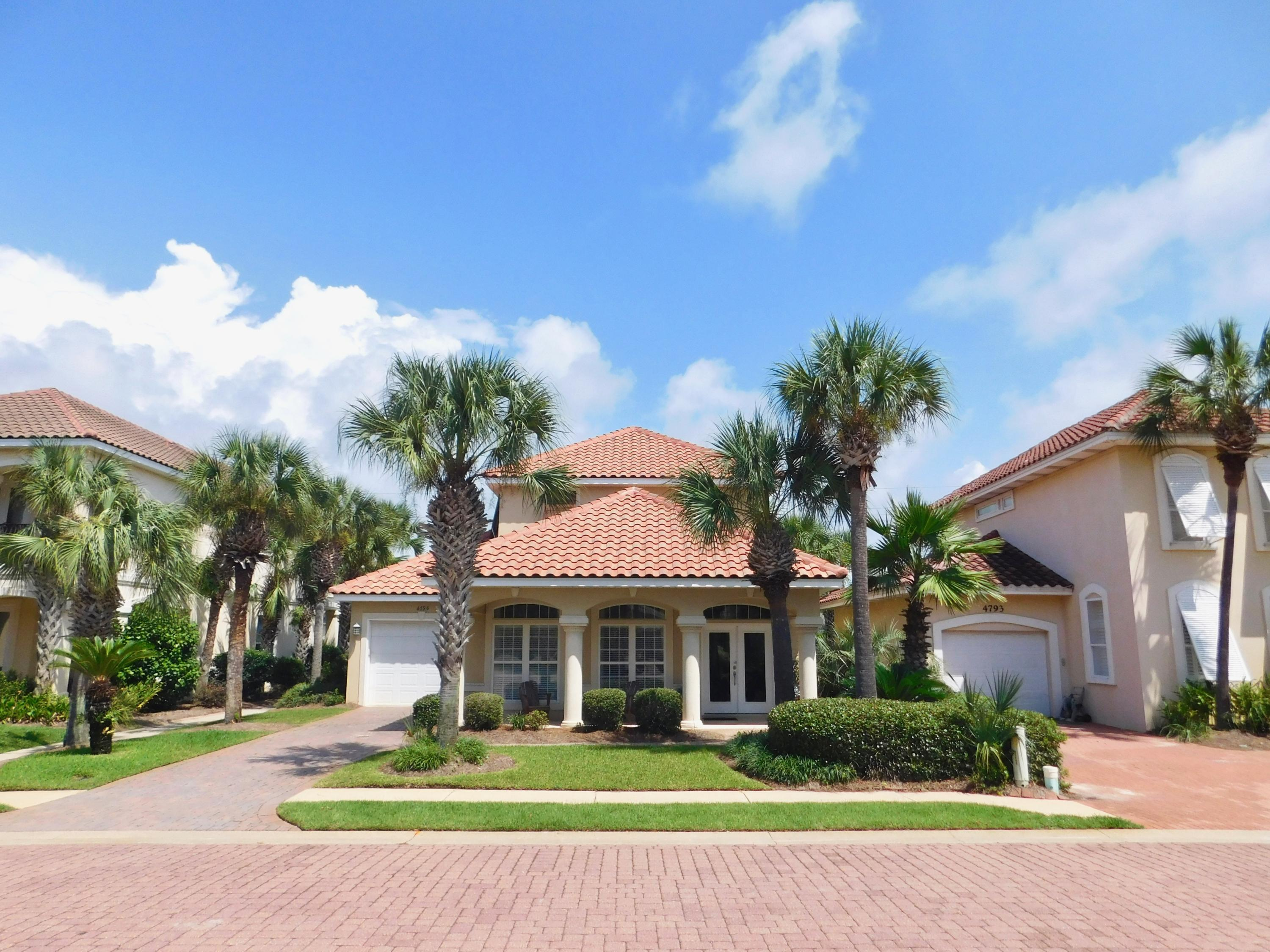 Photo of home for sale at 4795 Bonaire Cay, Destin FL