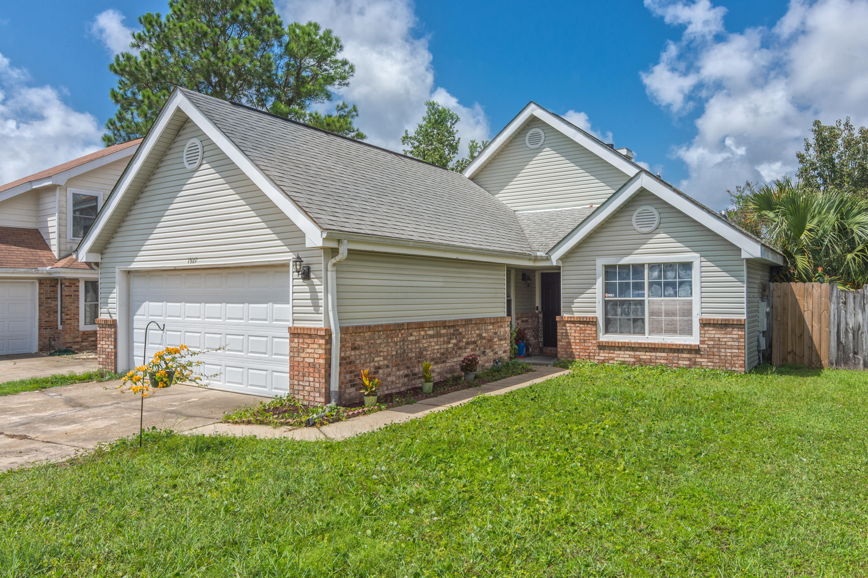 Photo of home for sale at 1927 Patrician, Fort Walton Beach FL