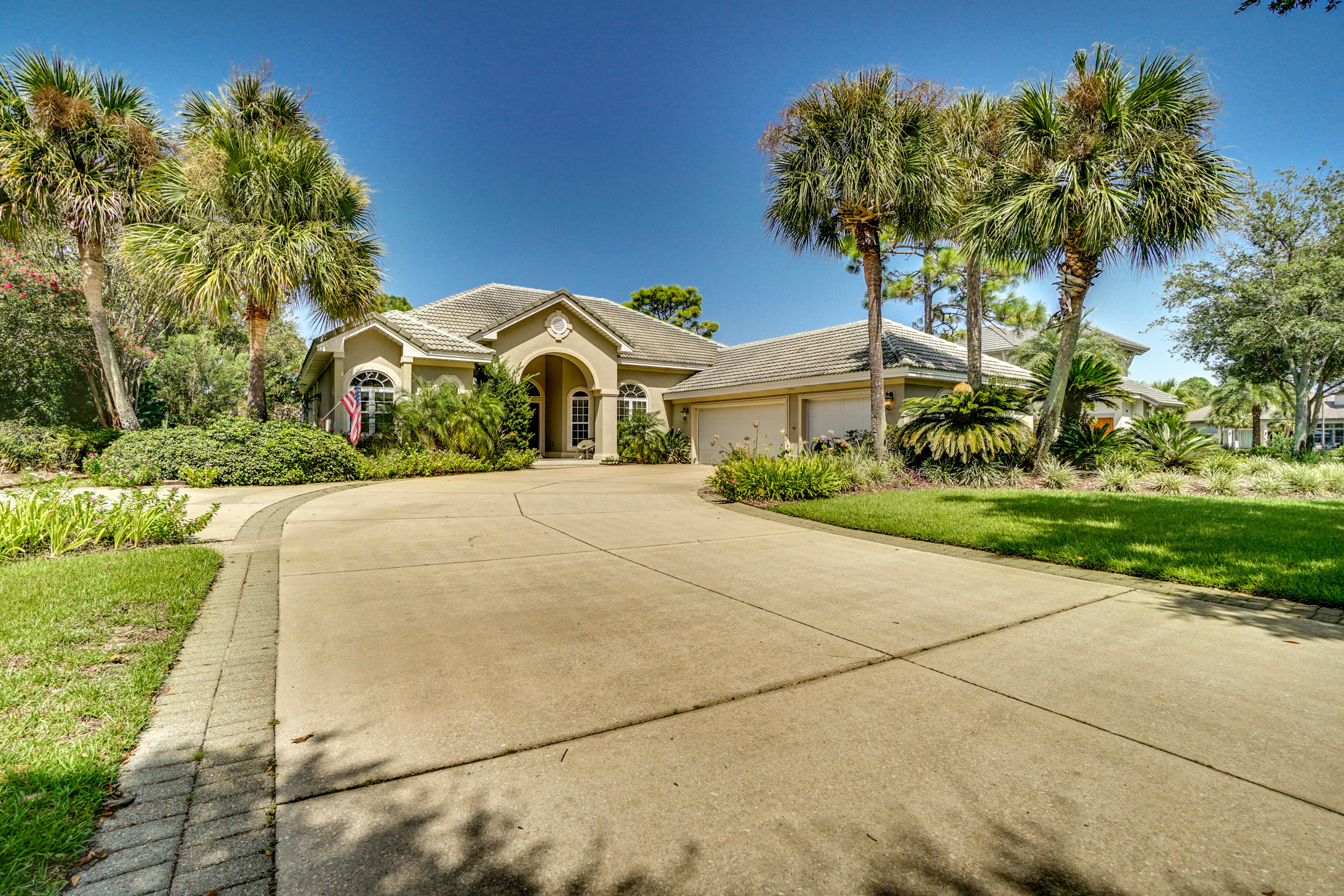 Photo of home for sale at 415 Maritime, Destin FL