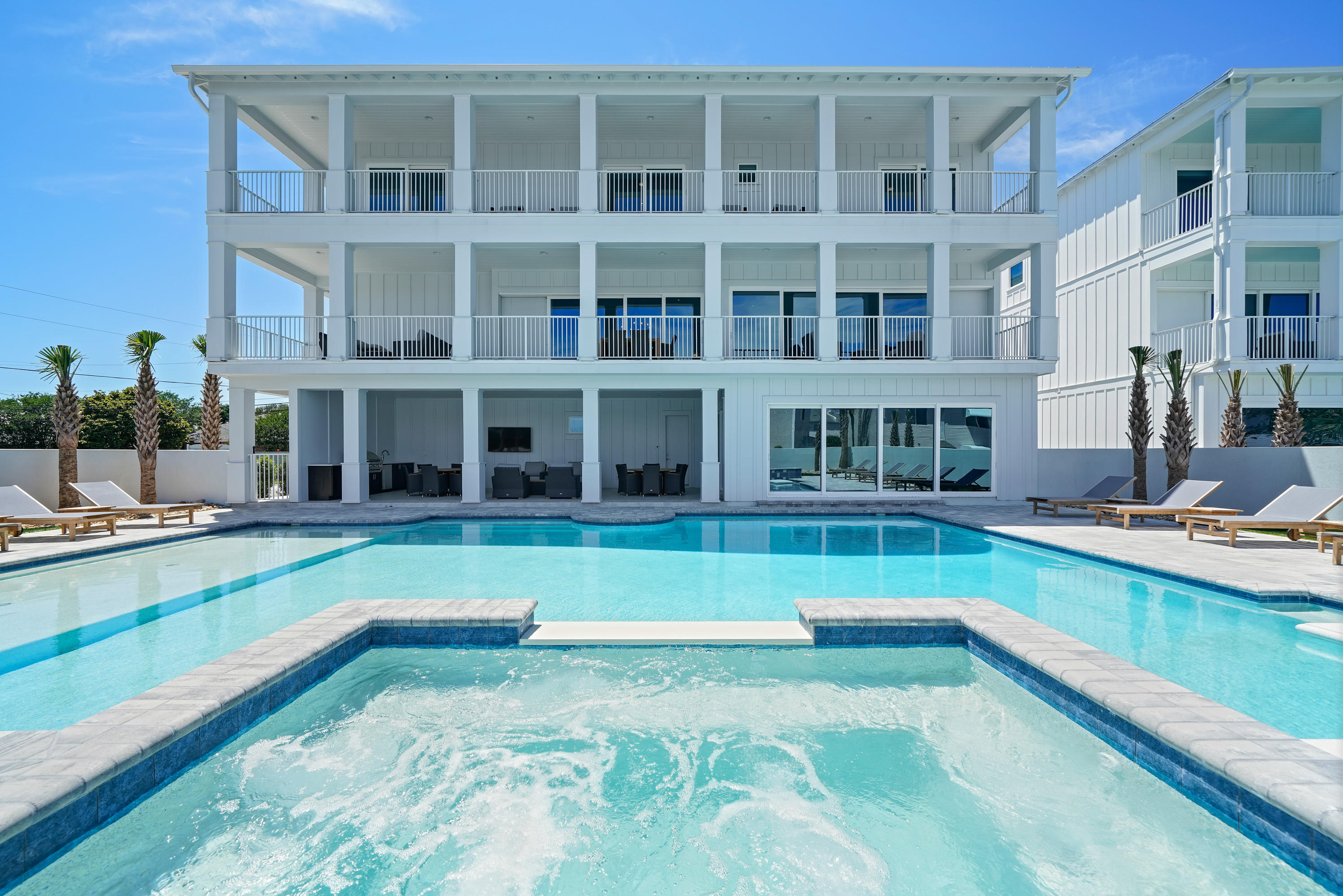 Photo of home for sale at 204 Driftwood, Miramar Beach FL