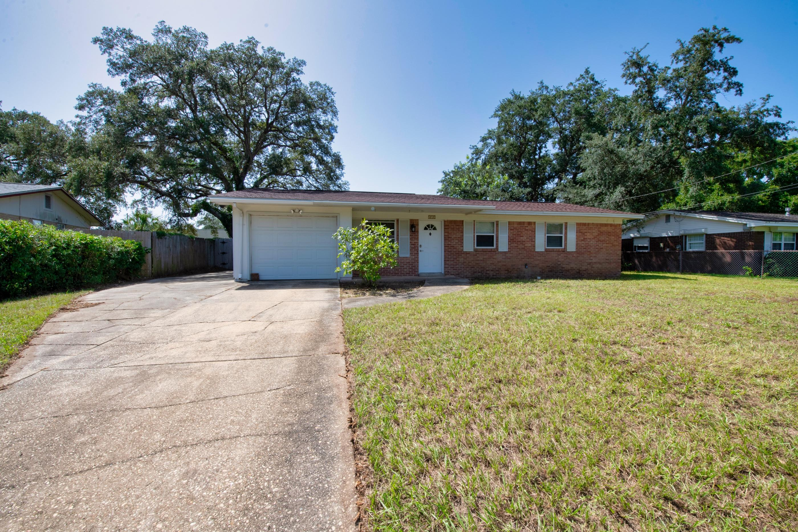 Photo of home for sale at 412 Sherry, Fort Walton Beach FL