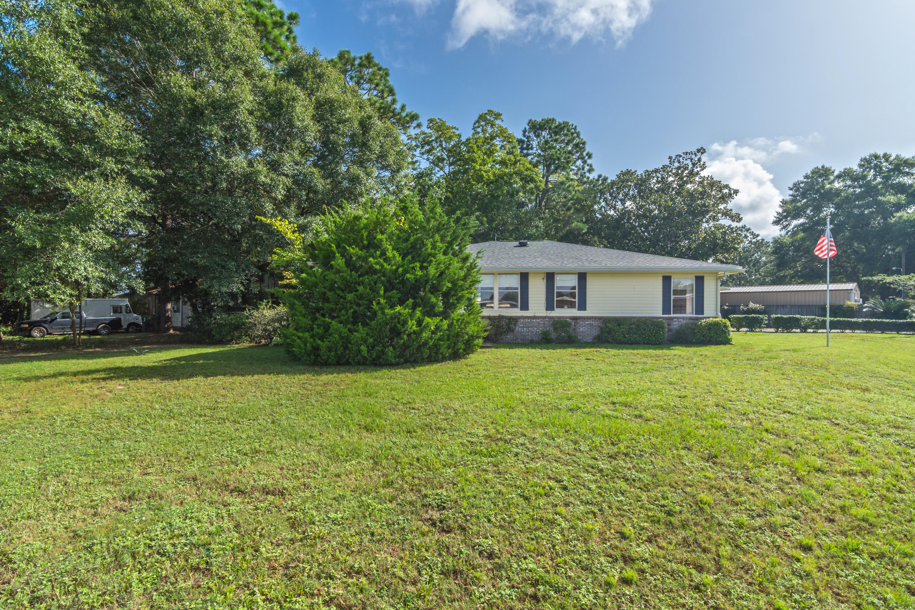 Photo of home for sale at 602 Georgia, Crestview FL
