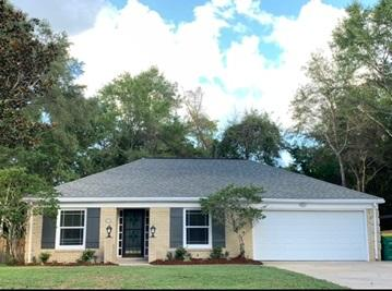 Photo of home for sale at 2417 Roberts, Niceville FL