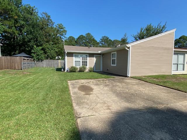 Photo of home for sale at 649 Carnathan, Fort Walton Beach FL