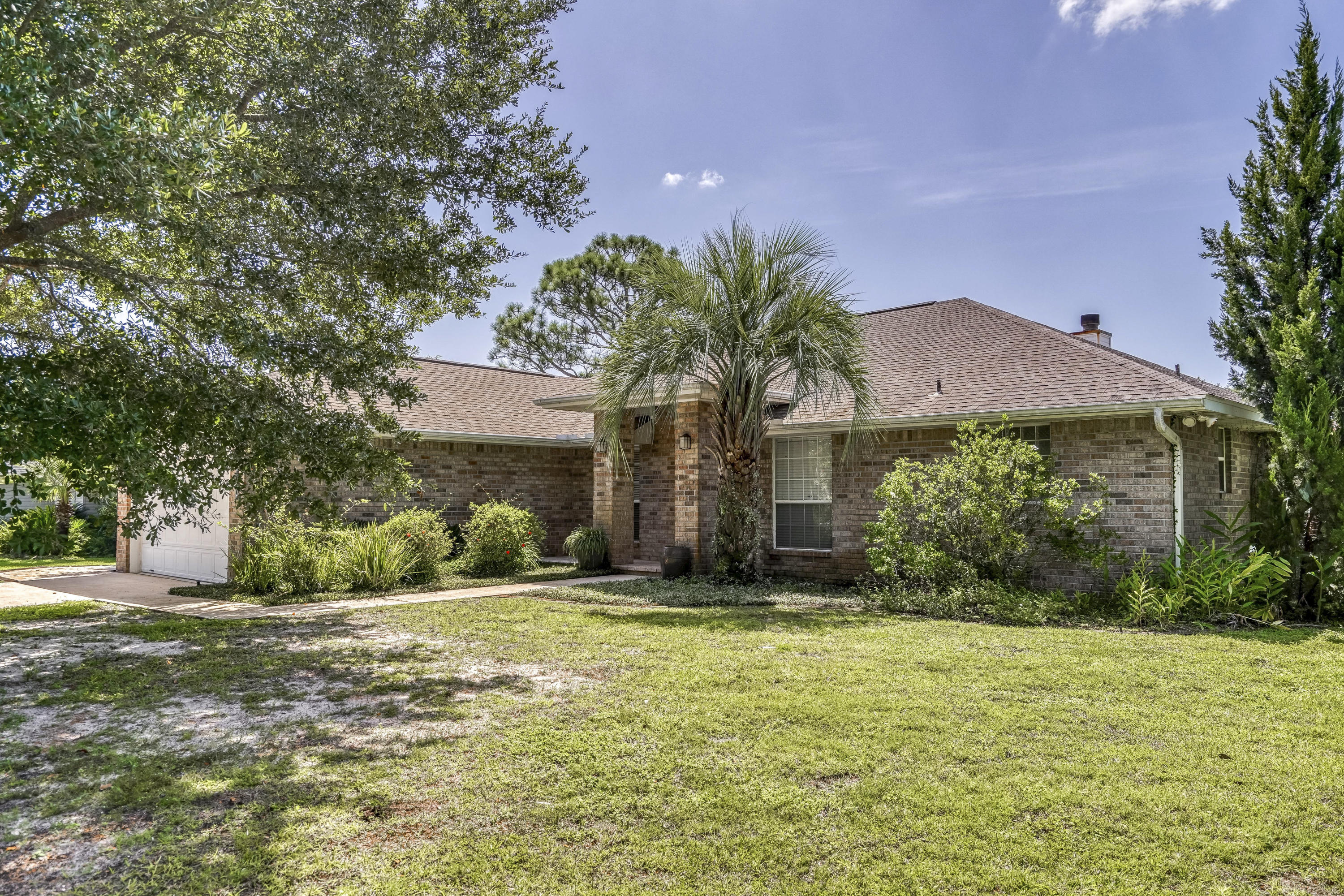 Photo of home for sale at 7179 Frankfort, Navarre FL