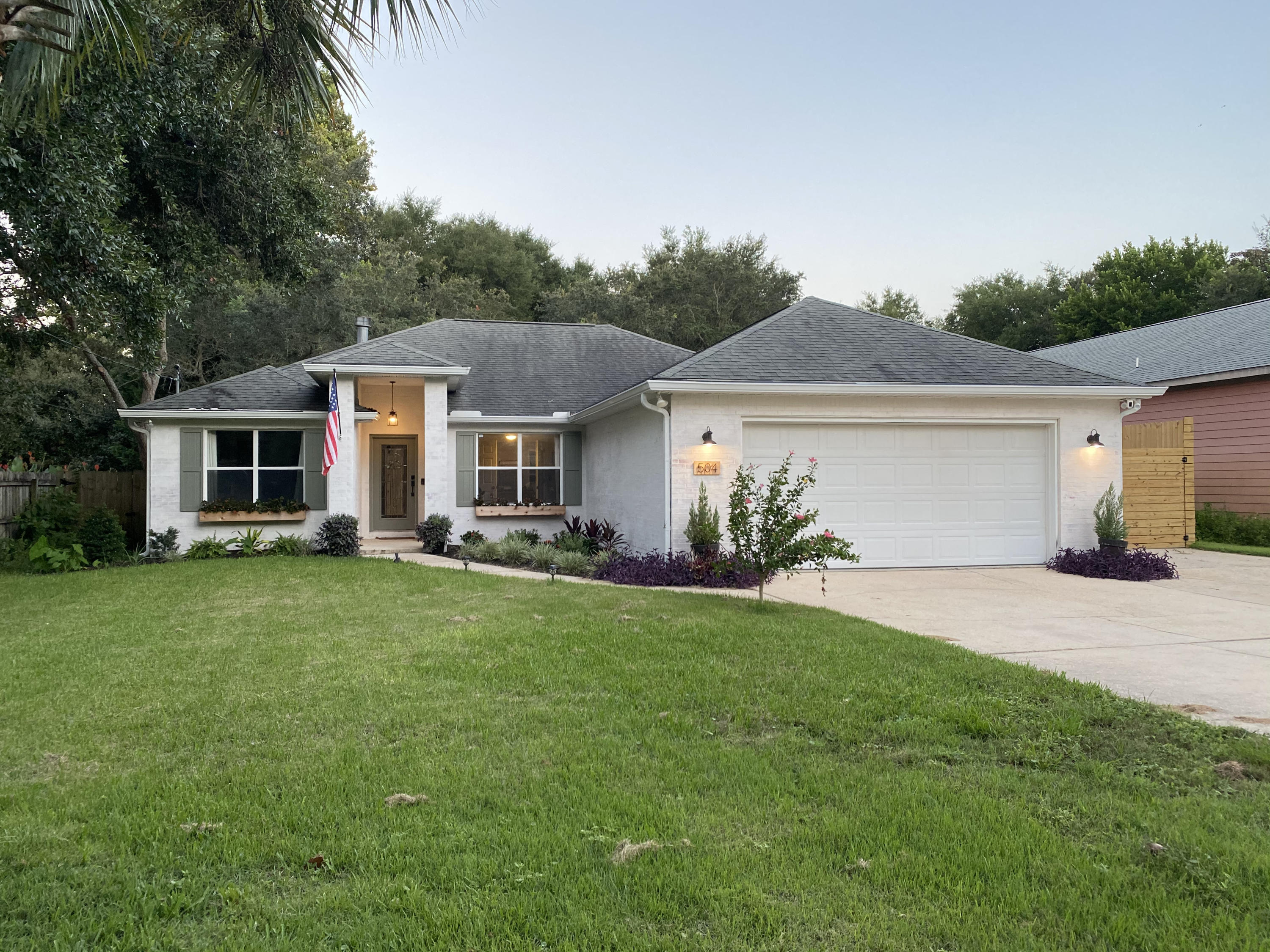 Photo of home for sale at 504 1st, Destin FL