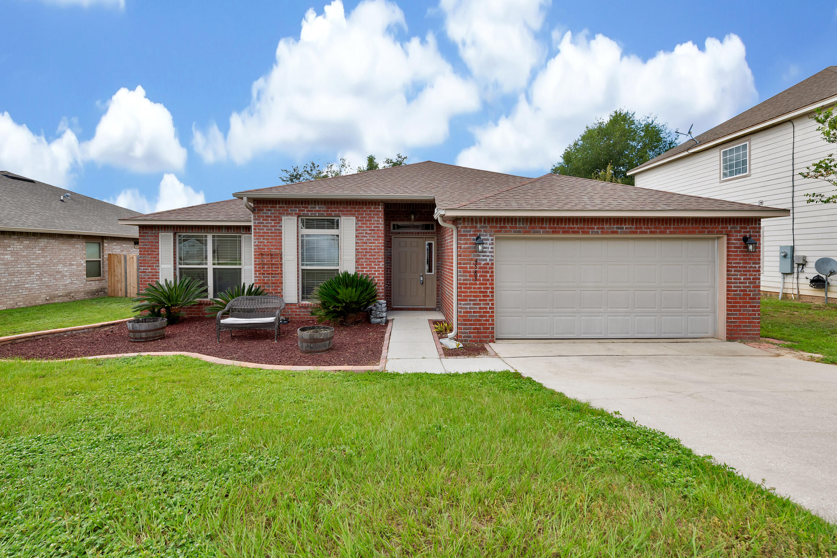 Photo of home for sale at 4583 Hermosa, Crestview FL