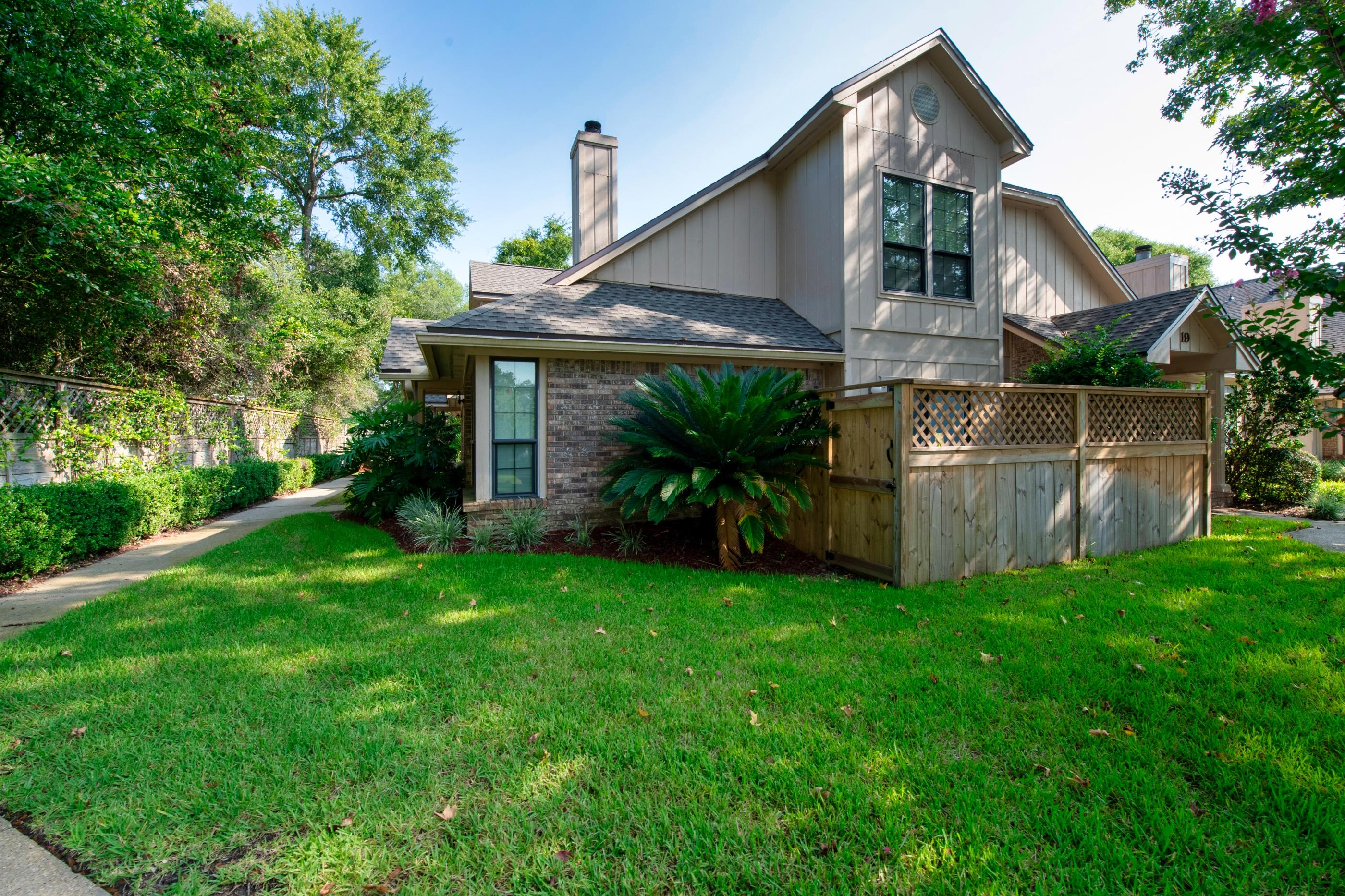 Photo of home for sale at 1100 Crosswinds, Fort Walton Beach FL