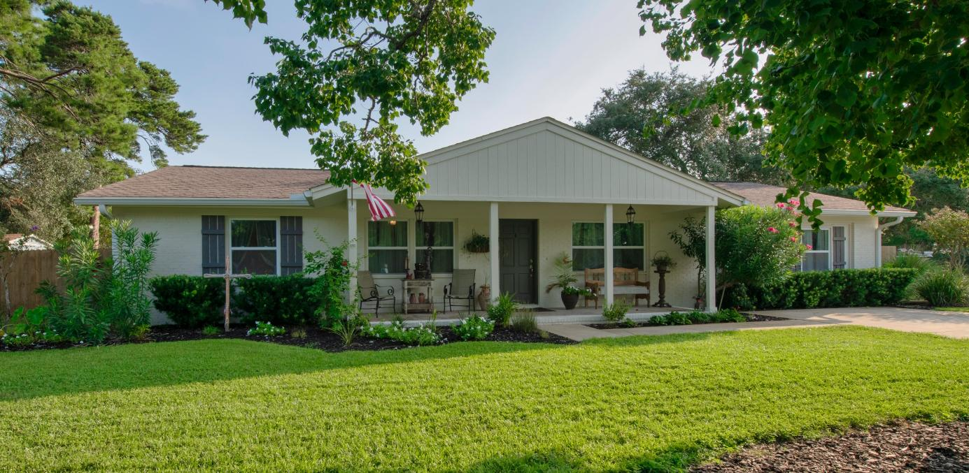 Photo of home for sale at 736 Bayou, Destin FL