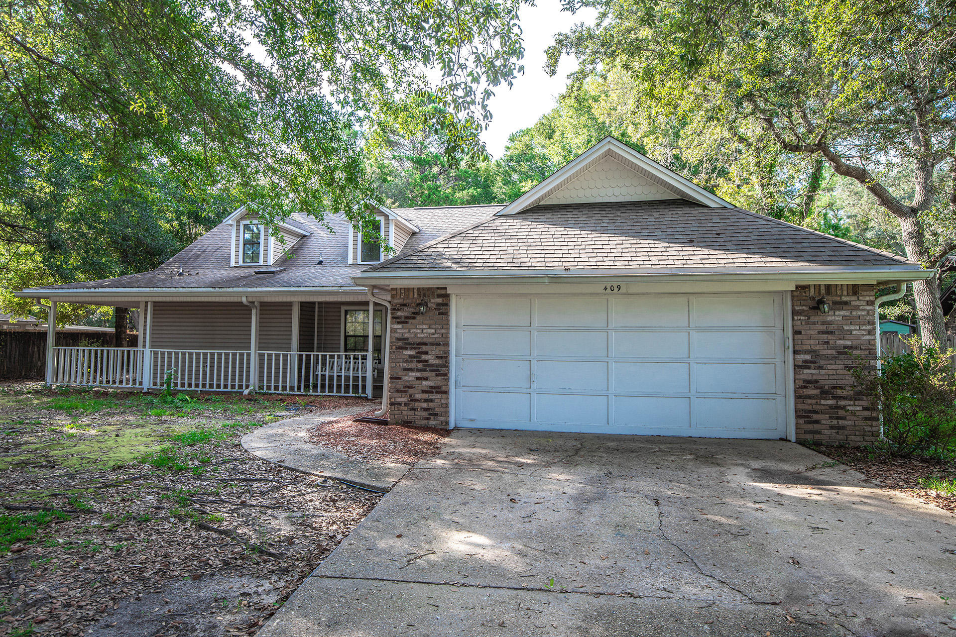 Photo of home for sale at 409 Bimini, Niceville FL
