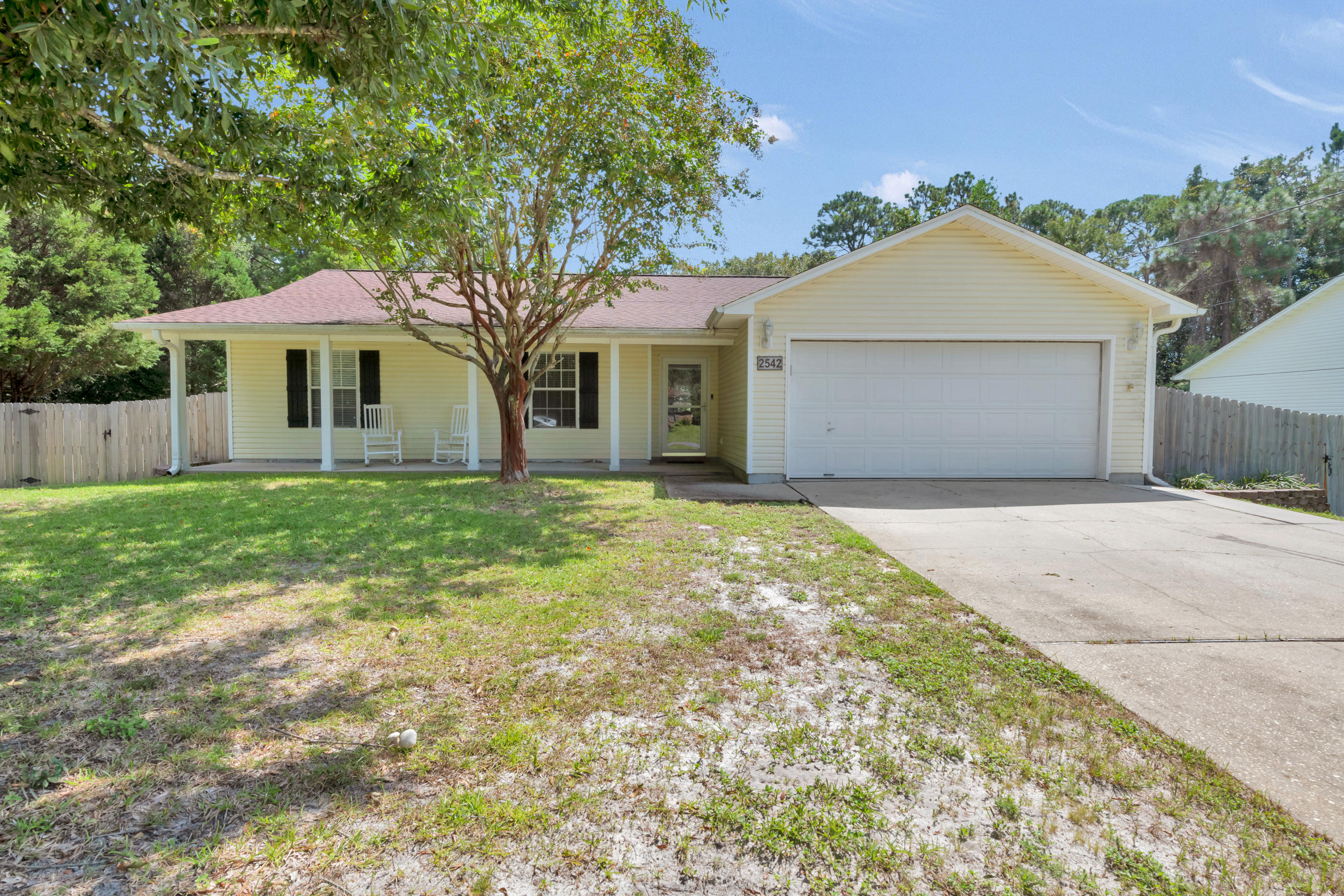 Photo of home for sale at 2542 Weeping Willow, Navarre FL