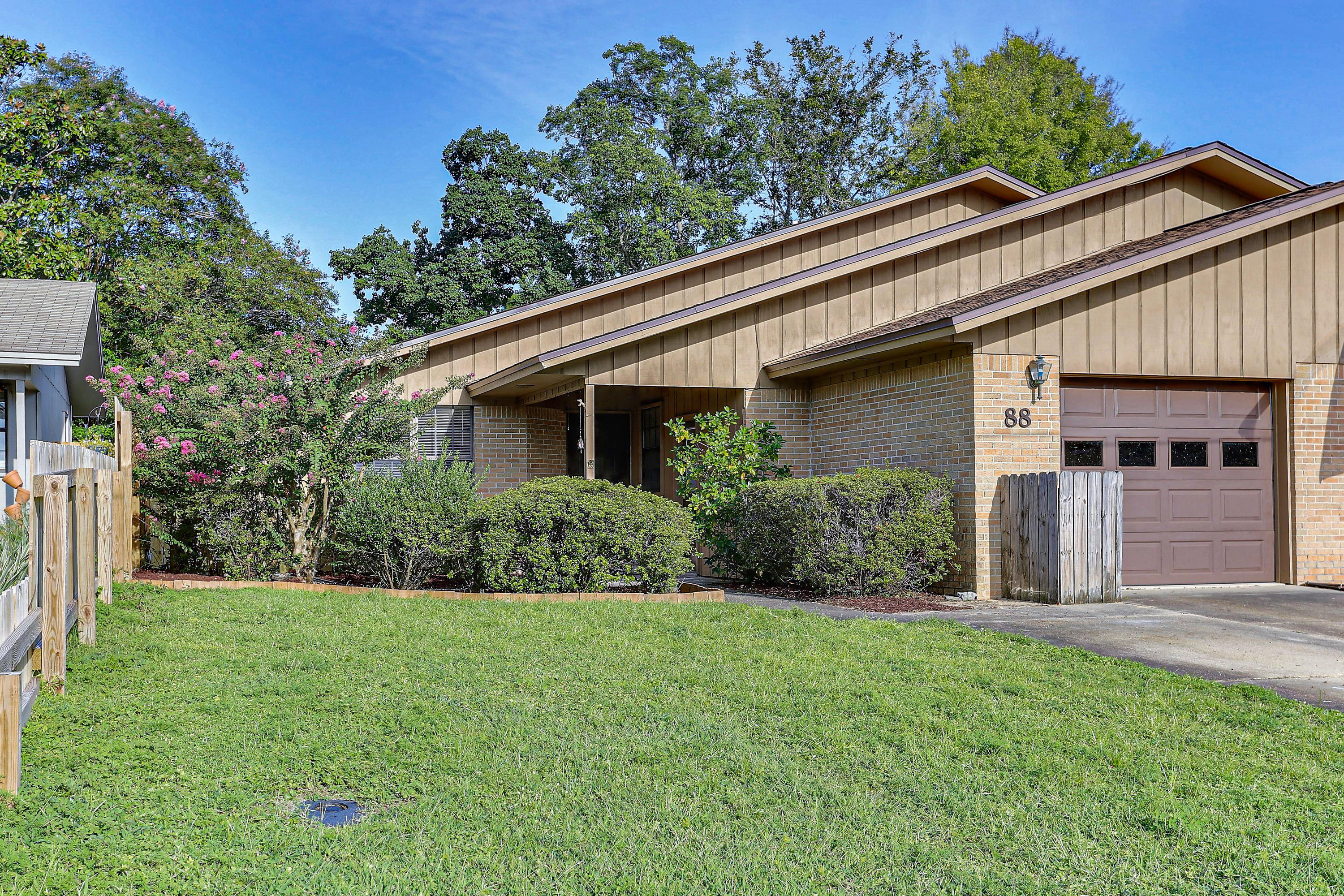 Photo of home for sale at 88 5th, Shalimar FL
