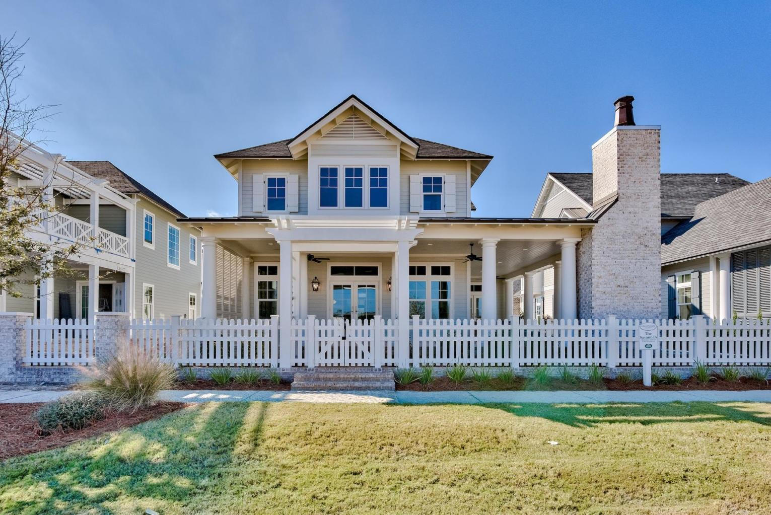 Photo of home for sale at 252 Lantern, Destin FL