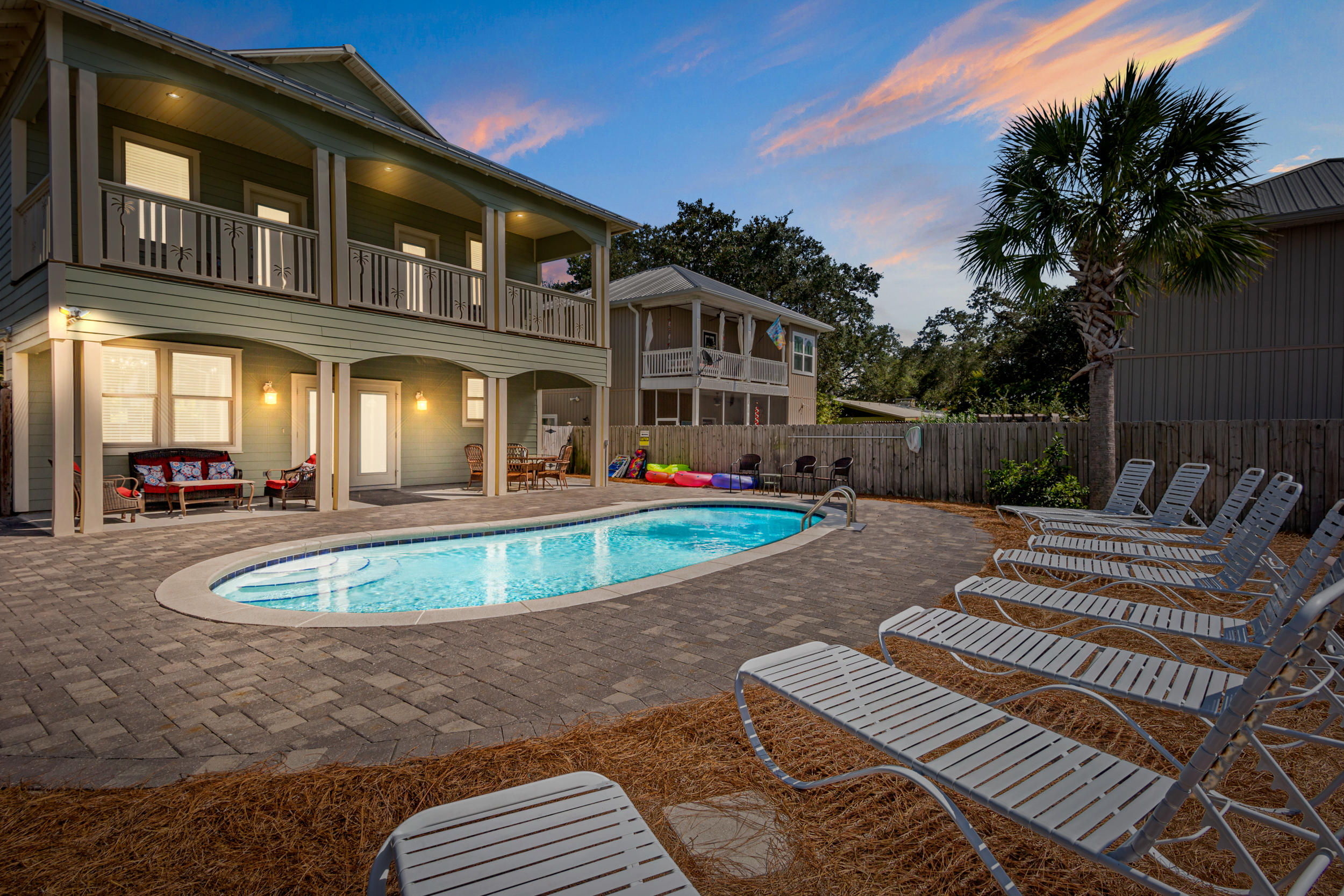 Photo of home for sale at 94 Dolphin, Destin FL