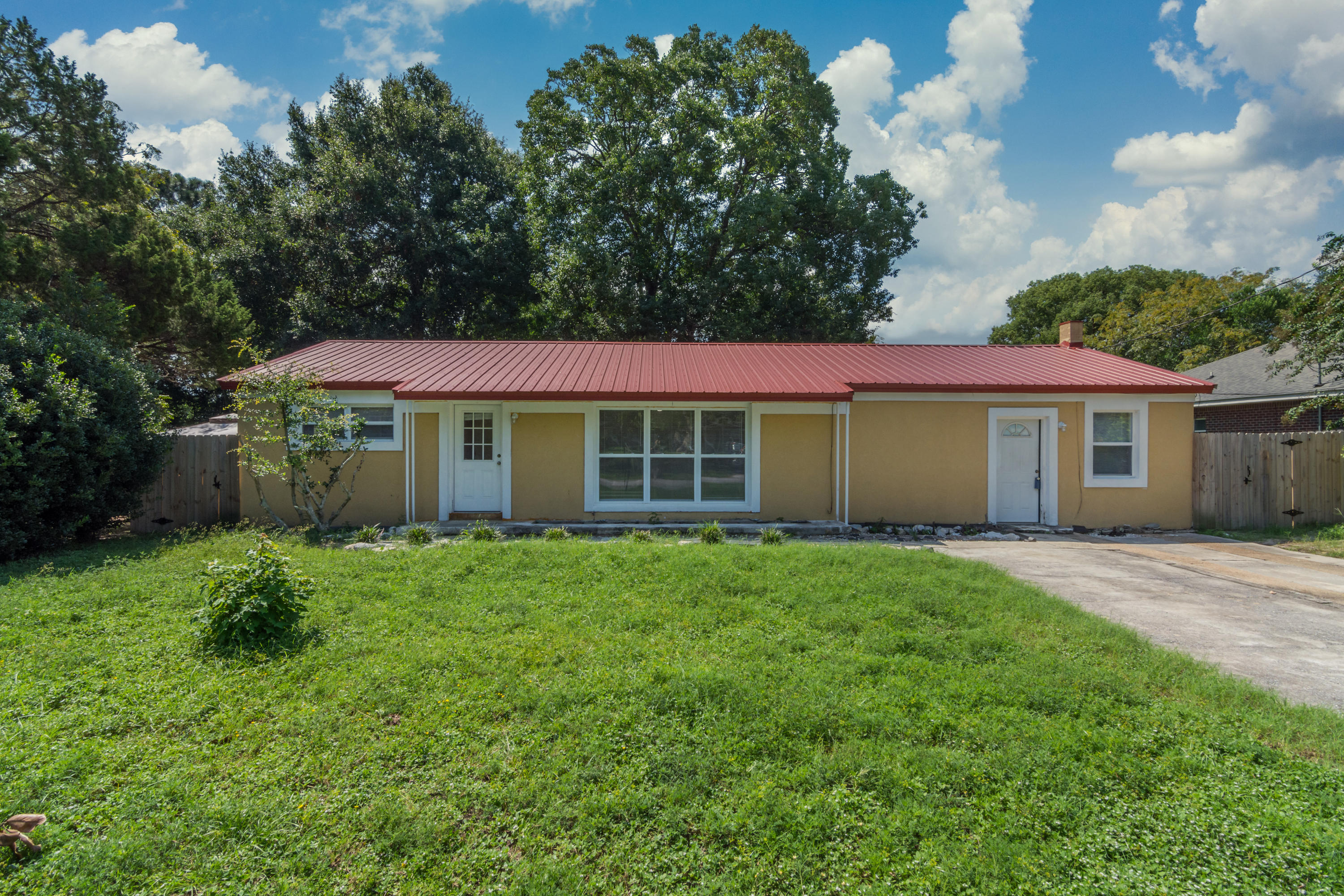 Photo of home for sale at 8 Highland, Fort Walton Beach FL