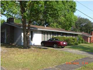 Photo of home for sale at 1001 Julia, Niceville FL