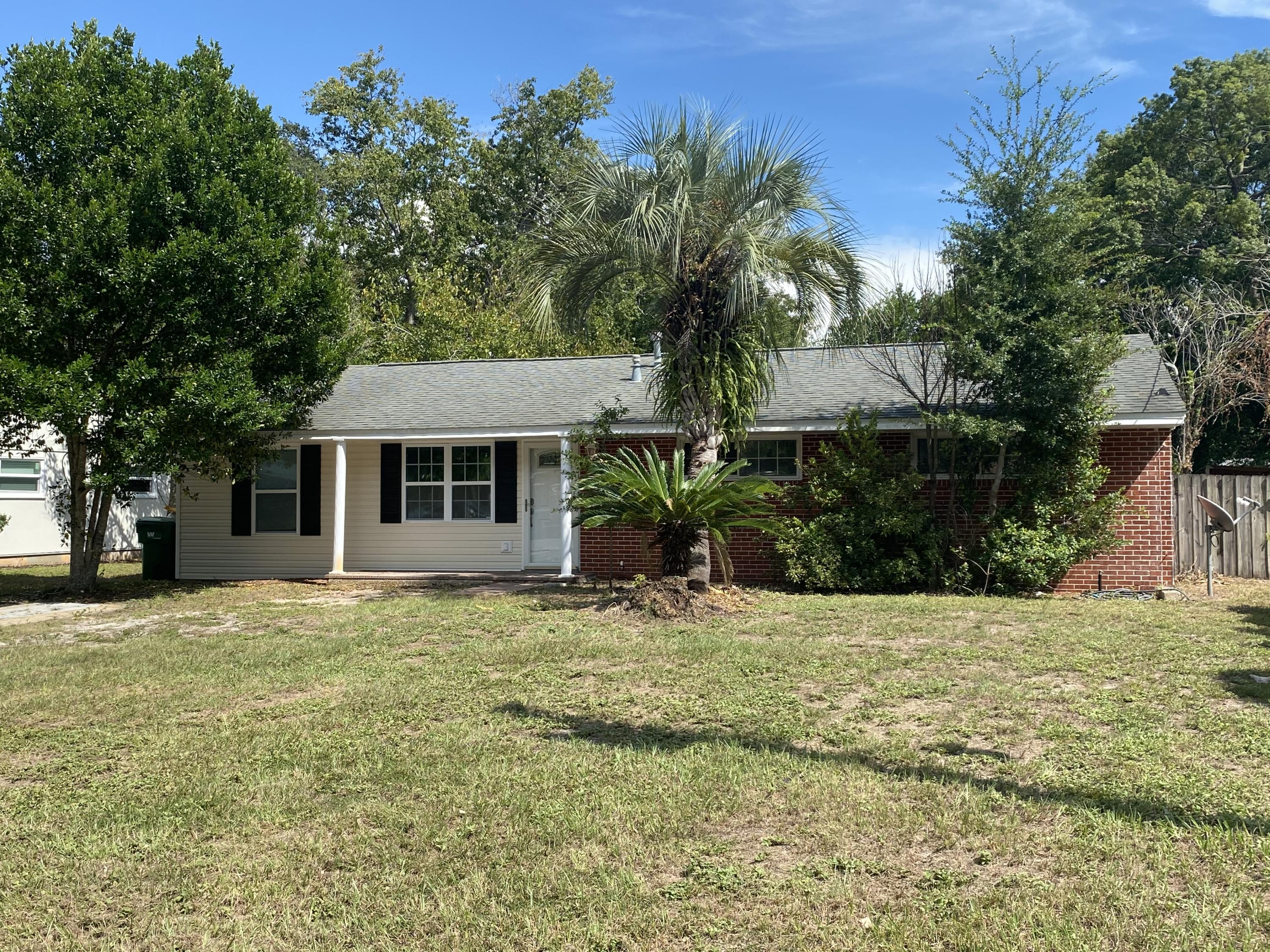 Photo of home for sale at 21 Miller, Fort Walton Beach FL