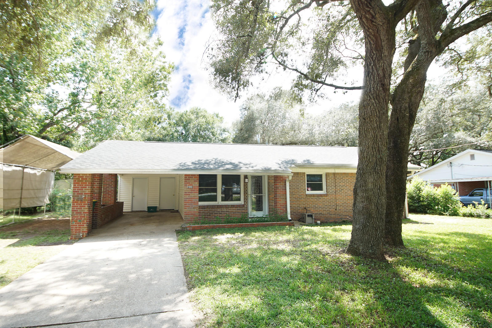 Photo of home for sale at 204 21st, Niceville FL