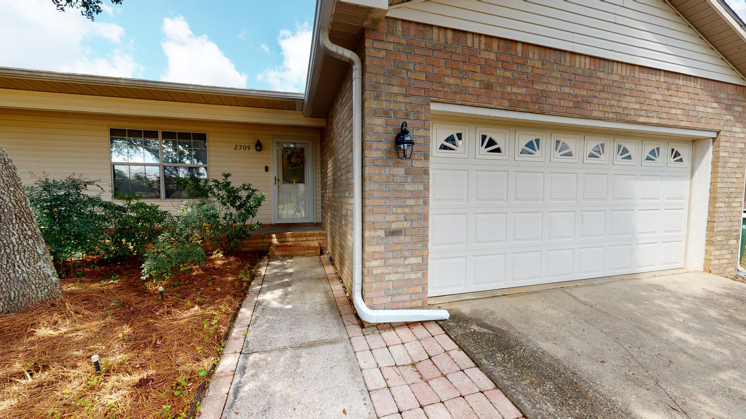 Photo of home for sale at 2709 Augustus, Navarre FL
