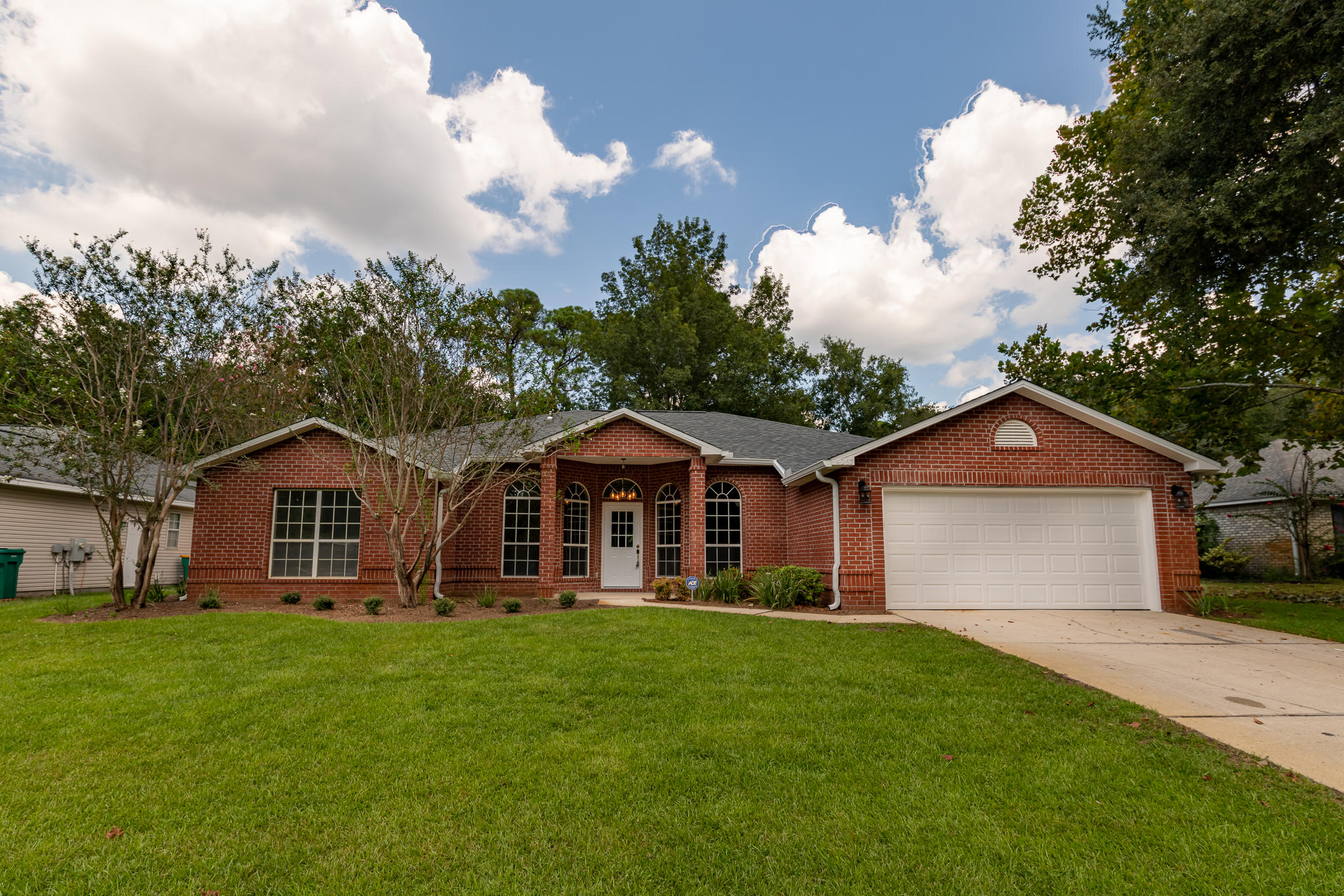 Photo of home for sale at 4267 Shadow, Niceville FL