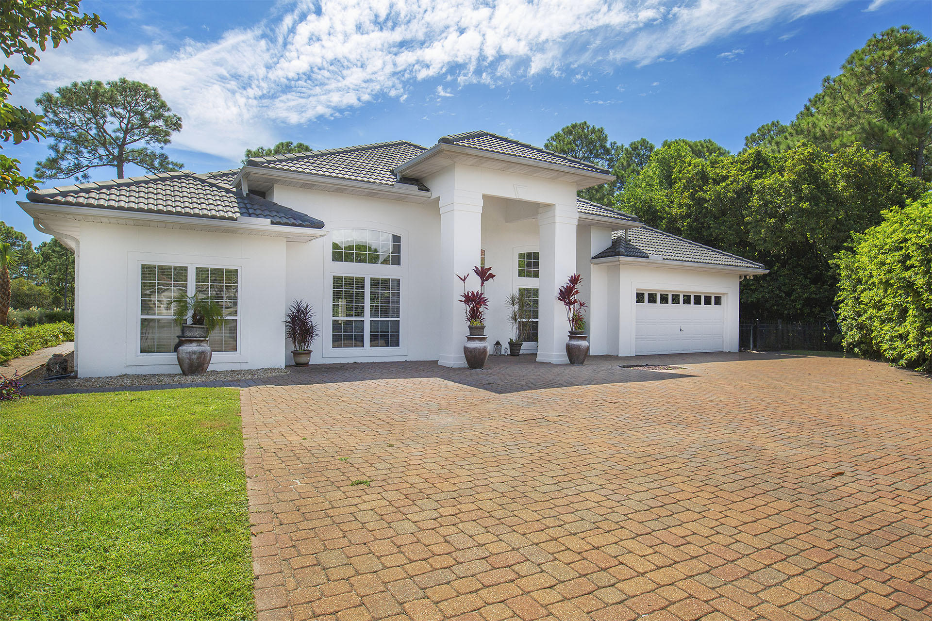 Photo of home for sale at 30 Ivory, Miramar Beach FL