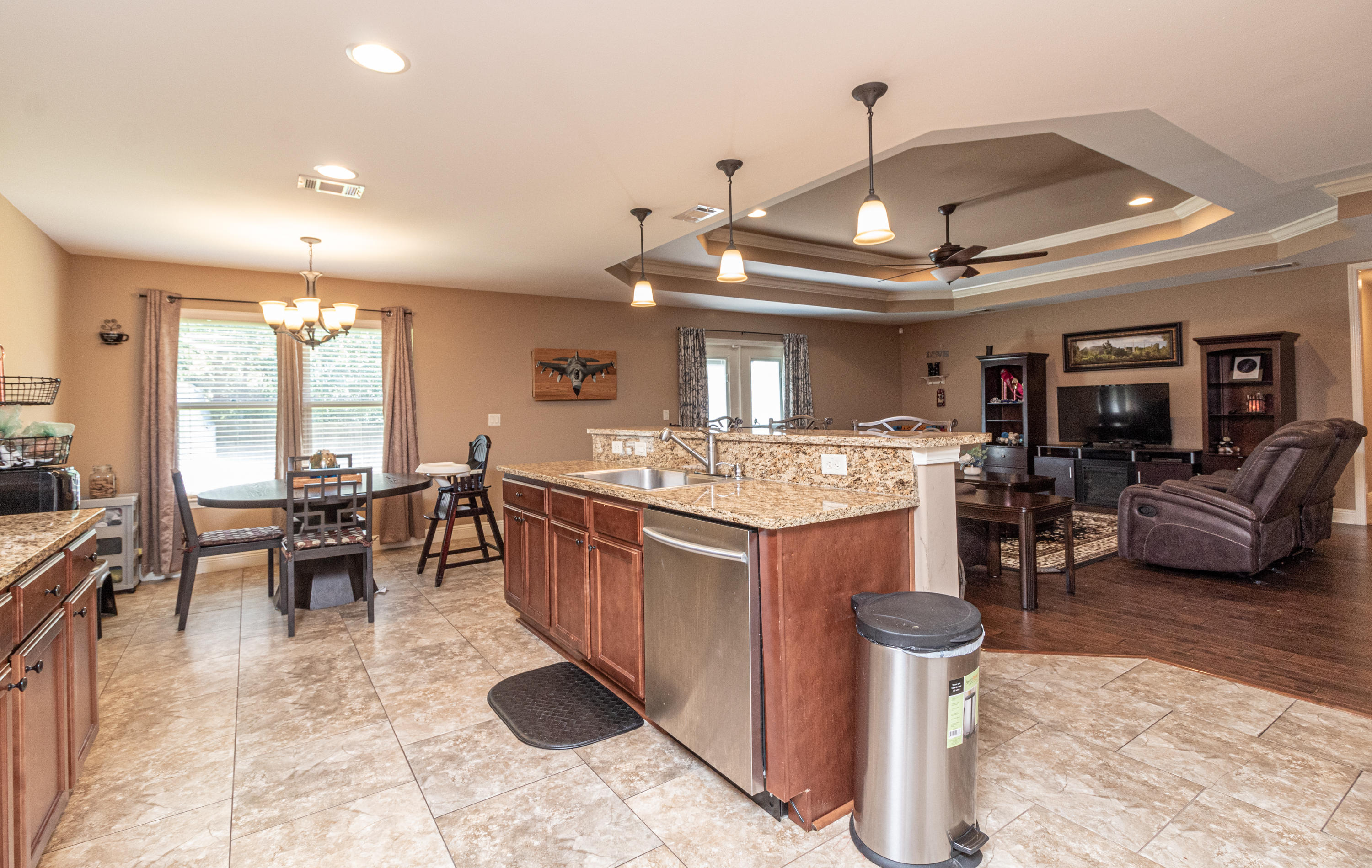 Photo of home for sale at 305 Eleases, Crestview FL